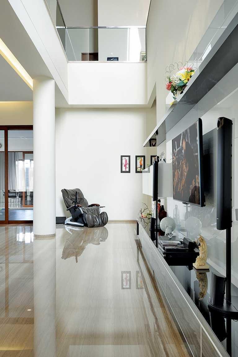 Studio Denny Setiawan Green Garden House Jakarta, Indonesia Jakarta, Indonesia Livingroom-Area   12341
