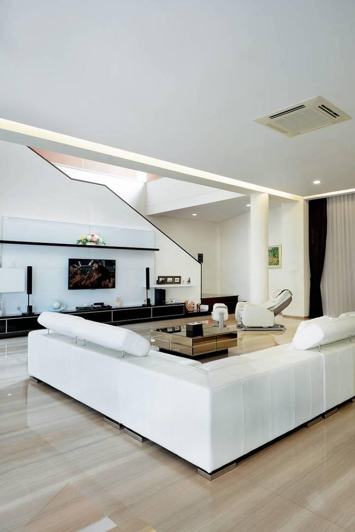 Studio Denny Setiawan Green Garden House Jakarta, Indonesia Jakarta, Indonesia Livingroom-View-1   7397