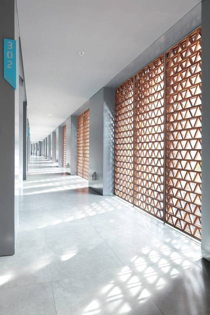 Antony Liu + Ferry Ridwan / Studio Tonton Ize Hotel Seminyak, Bali Seminyak, Bali Corridor Room Modern  7922