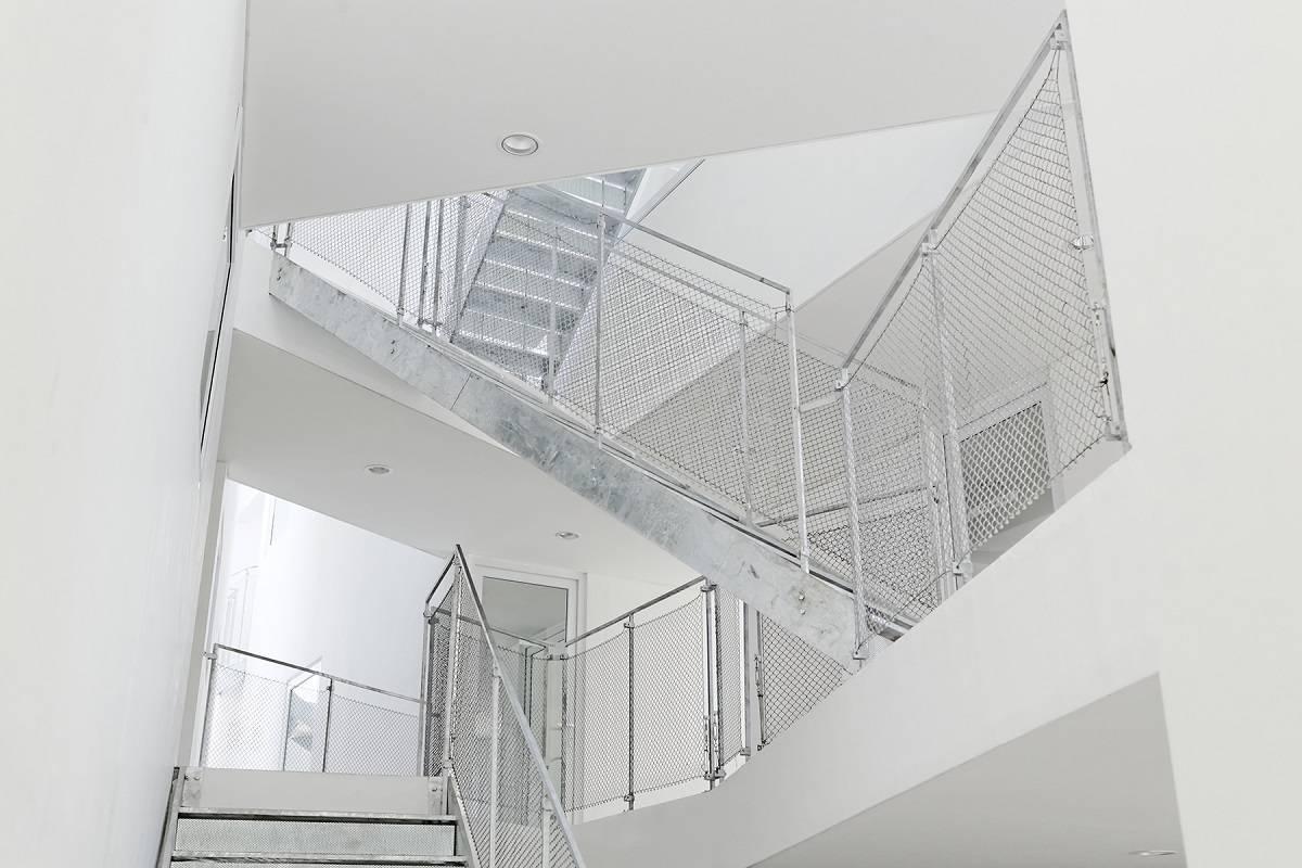 Antony Liu + Ferry Ridwan / Studio Tonton Griya Anugerah (Polyclinic) Tangerang, Banten, Indonesia Tangerang, Banten, Indonesia Stairs Modern  7953