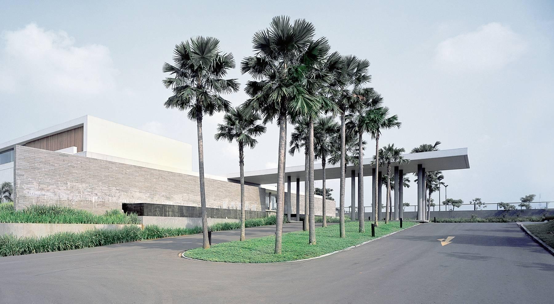 Antony Liu + Ferry Ridwan / Studio Tonton Bukit Golf Club House Cimanggis Cimanggis Exterior View Modern  8011