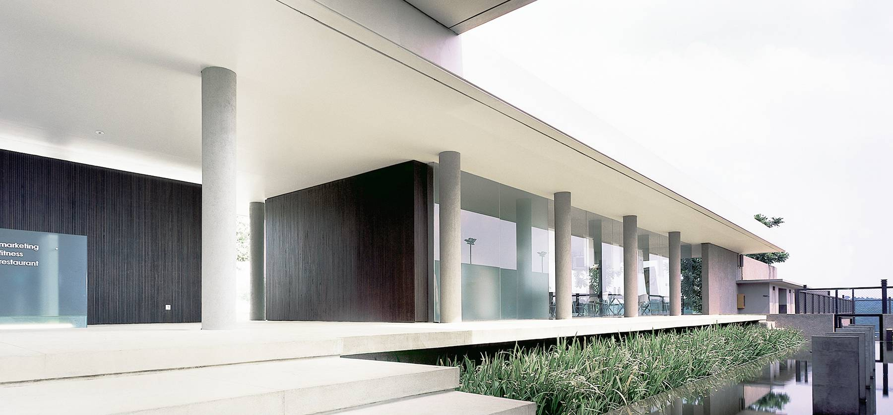 Antony Liu + Ferry Ridwan / Studio Tonton Bukit Golf Club House Cimanggis Cimanggis Exterior Tropical  8014