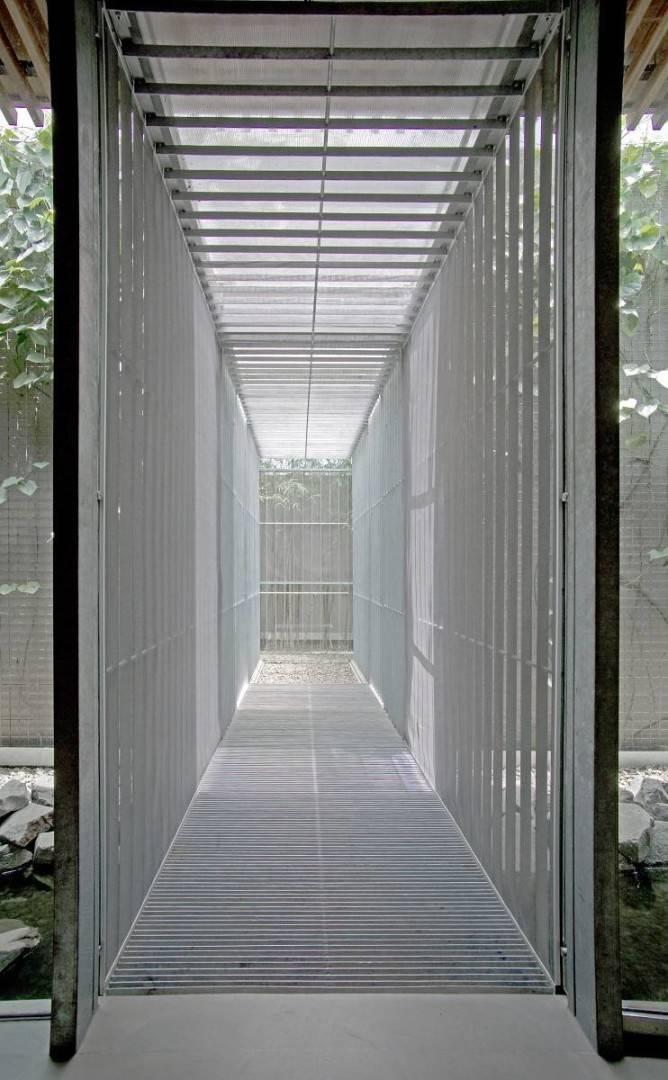Antony Liu + Ferry Ridwan / Studio Tonton Bea House Gading Serpong, Tangerang Gading Serpong, Tangerang Bea House - Corridor Modern  8071