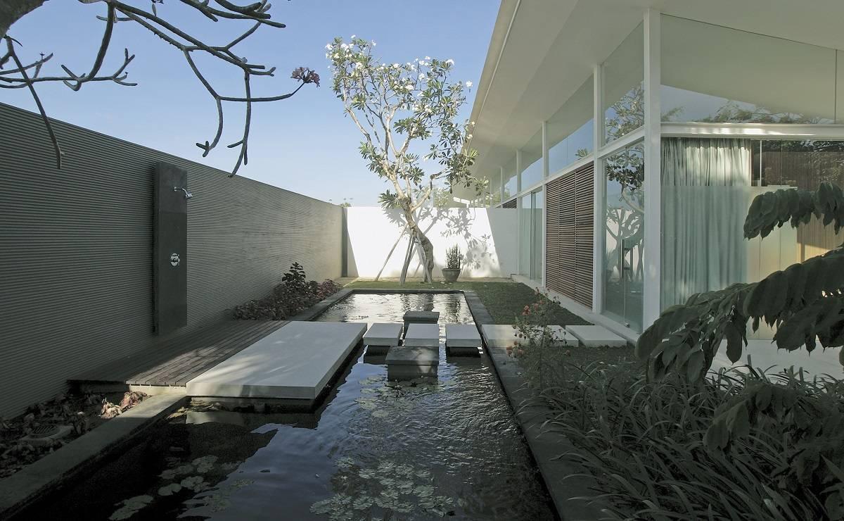 Antony Liu + Ferry Ridwan / Studio Tonton Kp House & Studio Bali  Bali  Pond Modern  8094
