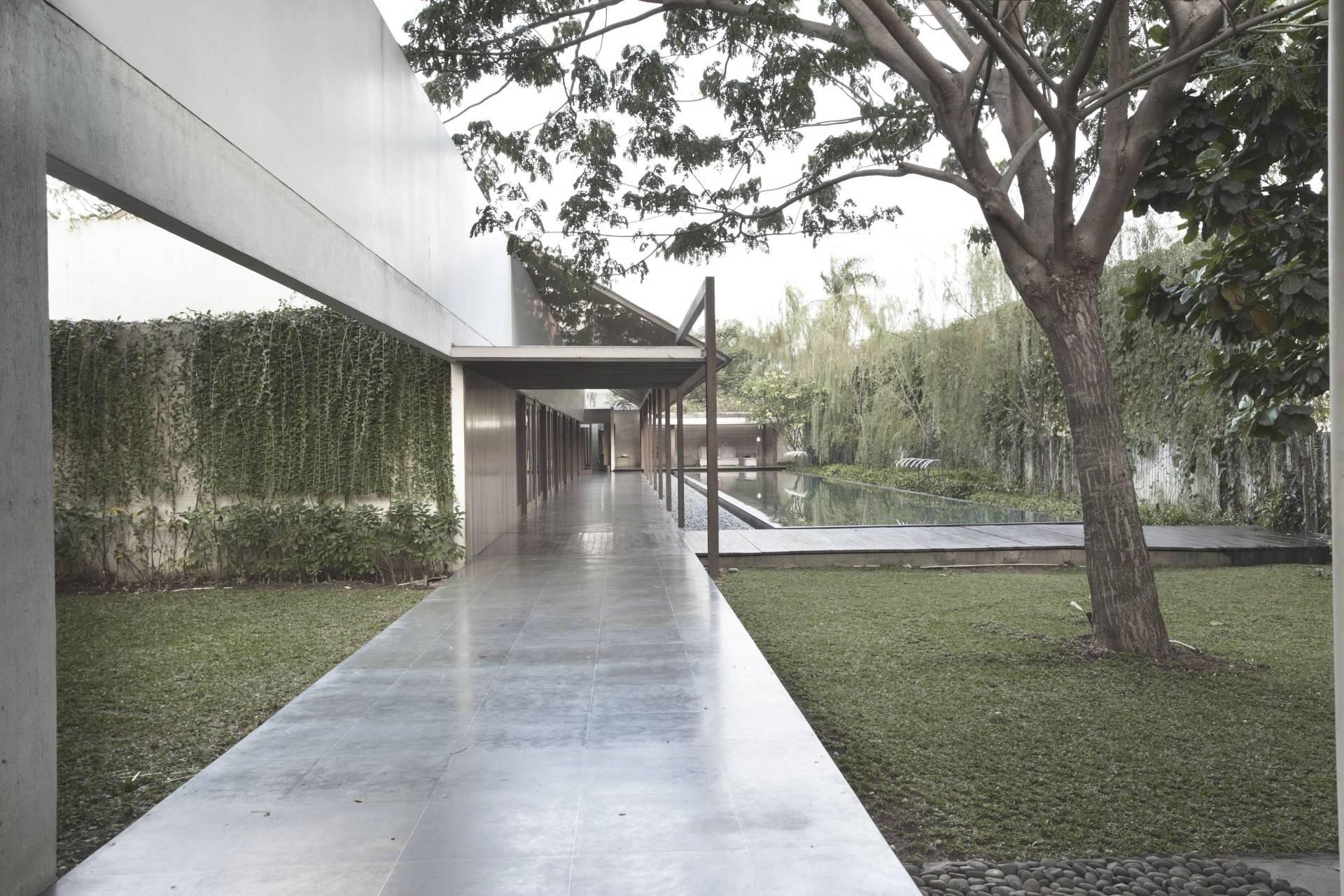 Antony Liu + Ferry Ridwan / Studio Tonton Ew House Serpong, Tangerang Serpong, Tangerang Ew House - Courtyard Modern  8095
