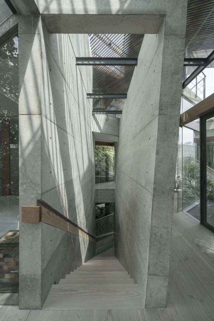 Antony Liu + Ferry Ridwan / Studio Tonton Js House Tulodong, Jakarta, Indonesia Tulodong, Jakarta, Indonesia Js House - Stairs Industrial  8126