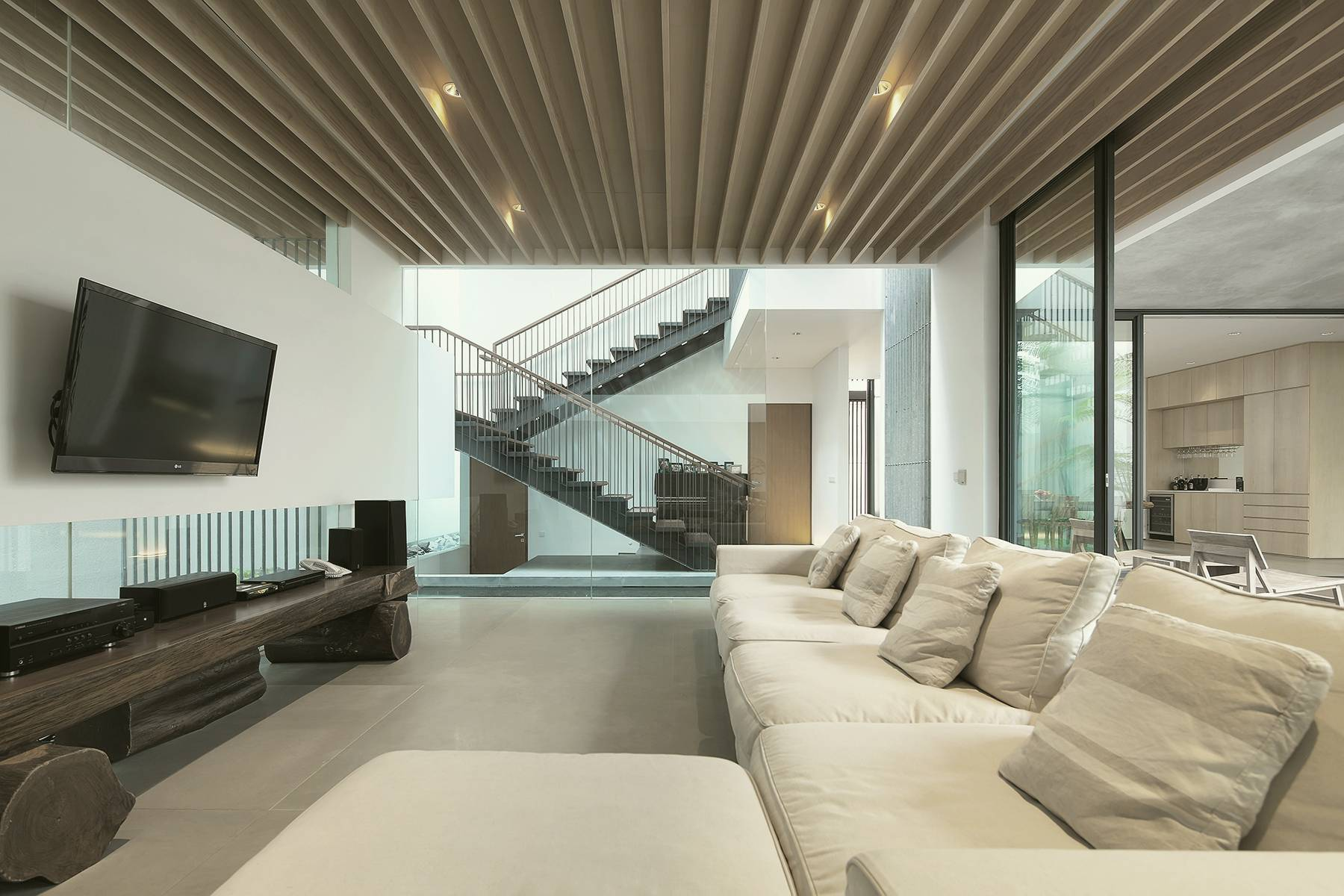 Antony Liu + Ferry Ridwan / Studio Tonton Mm House Permata Buana, Jakarta, Indonesia Permata Buana, Jakarta, Indonesia Family Room Modern  8167