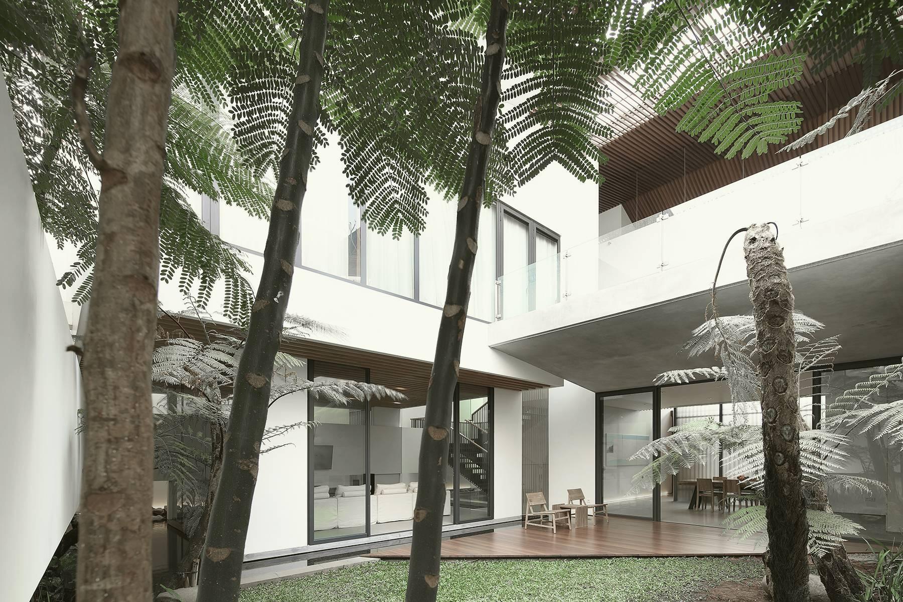 Antony Liu + Ferry Ridwan / Studio Tonton Mm House Permata Buana, Jakarta, Indonesia Permata Buana, Jakarta, Indonesia Courtyard Modern  8168