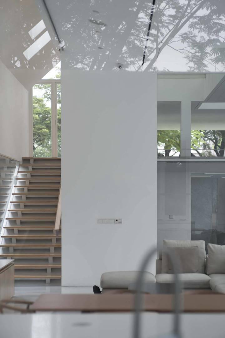 Antony Liu + Ferry Ridwan / Studio Tonton Is House Tangerang Tangerang Stairs Modern  8180