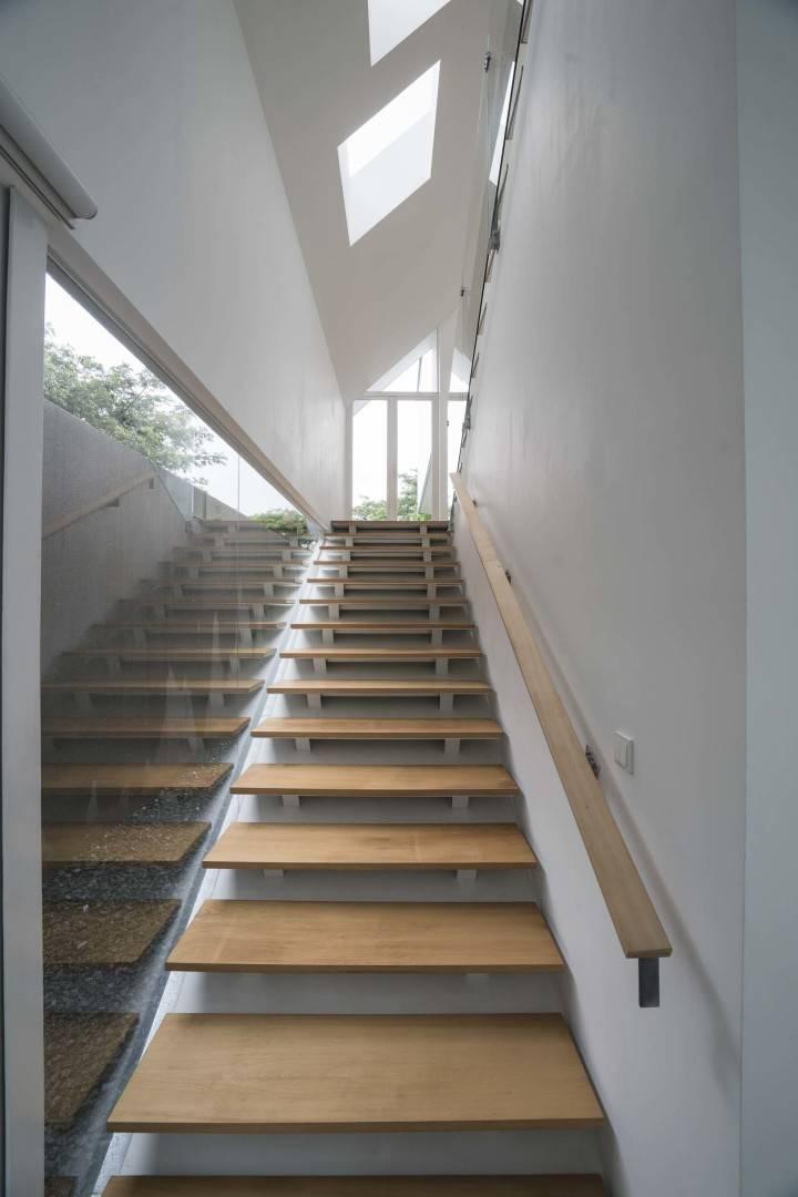 Antony Liu + Ferry Ridwan / Studio Tonton Is House Tangerang Tangerang Stairs Modern  8181