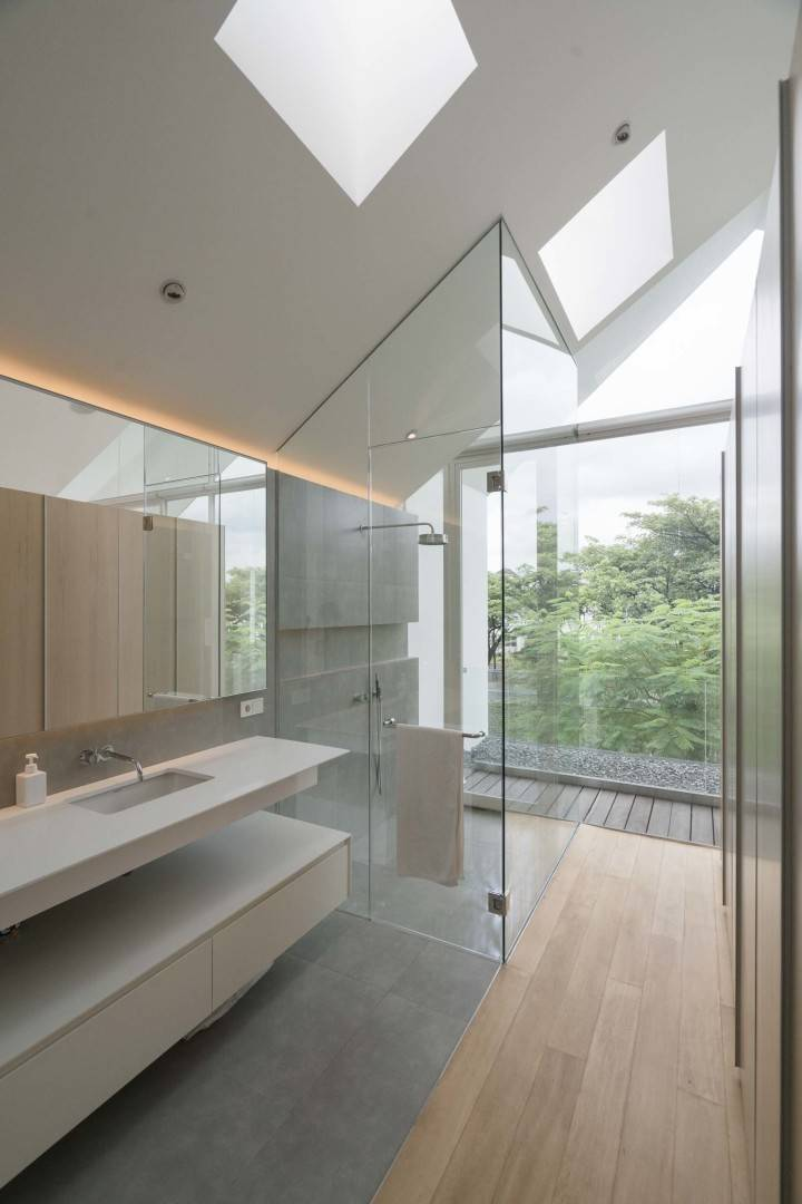 Antony Liu + Ferry Ridwan / Studio Tonton Is House Tangerang Tangerang Bathroom Modern  8190