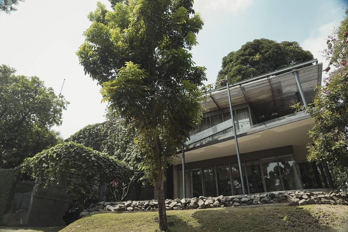 Antony Liu + Ferry Ridwan / Studio Tonton L+L House Tanah Teduh, Jakarta, Indonesia Tanah Teduh, Jakarta, Indonesia Facade Modern  8196