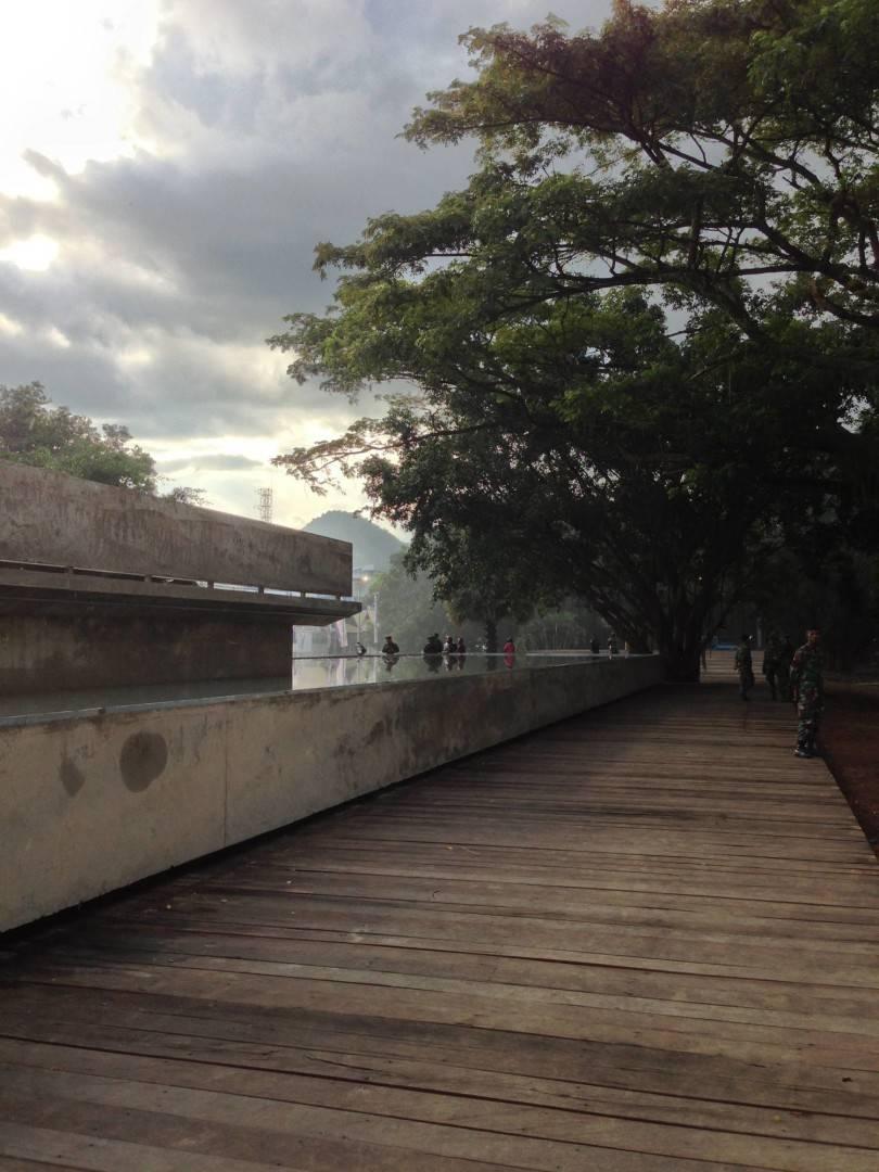 Andramatin Taman Ende Ende Ende Walkway   8261