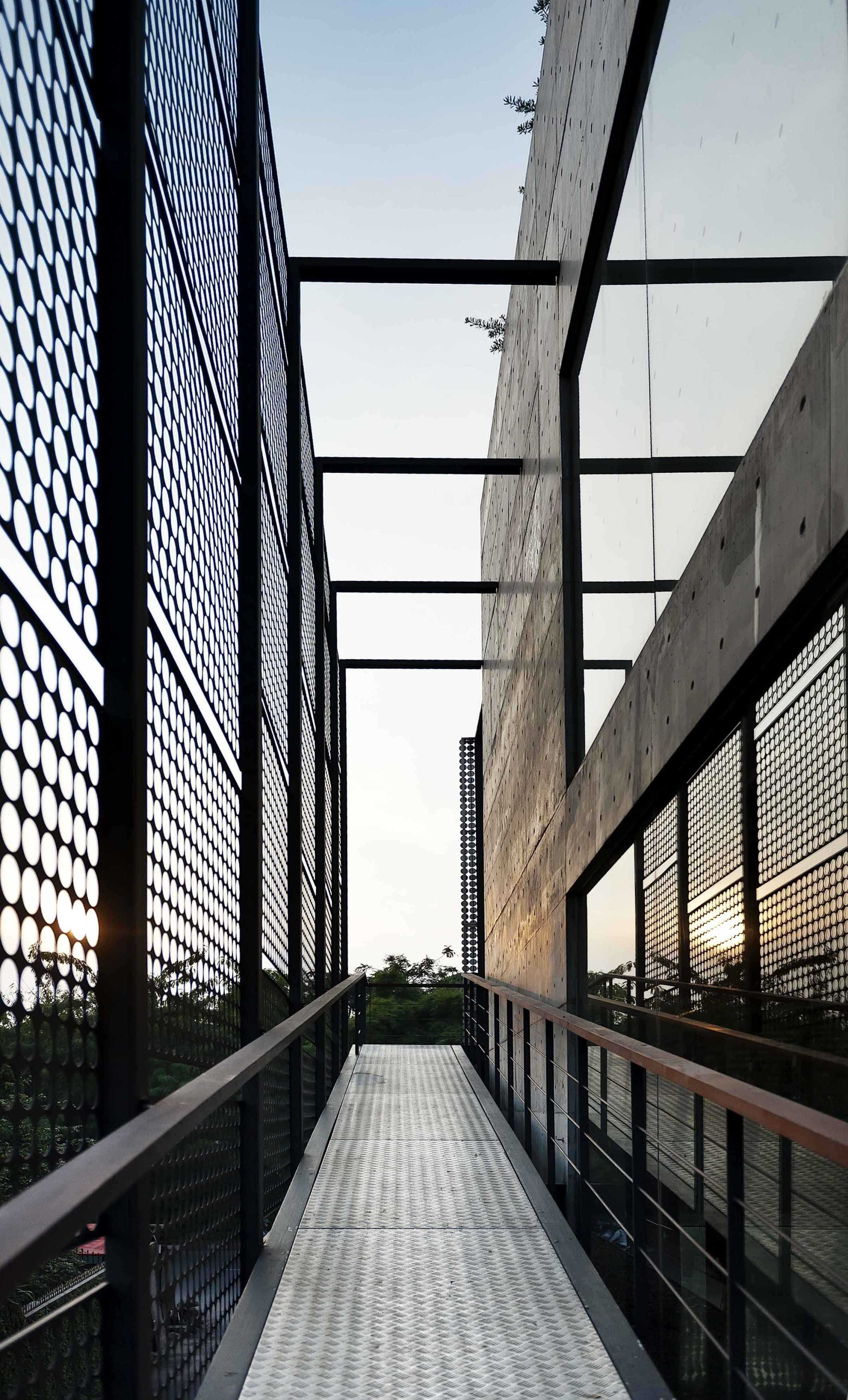 Chrystalline Artchitect Ampera Six Building Jakarta, Indonesia Jakarta, Indonesia Ramp Modern  8463