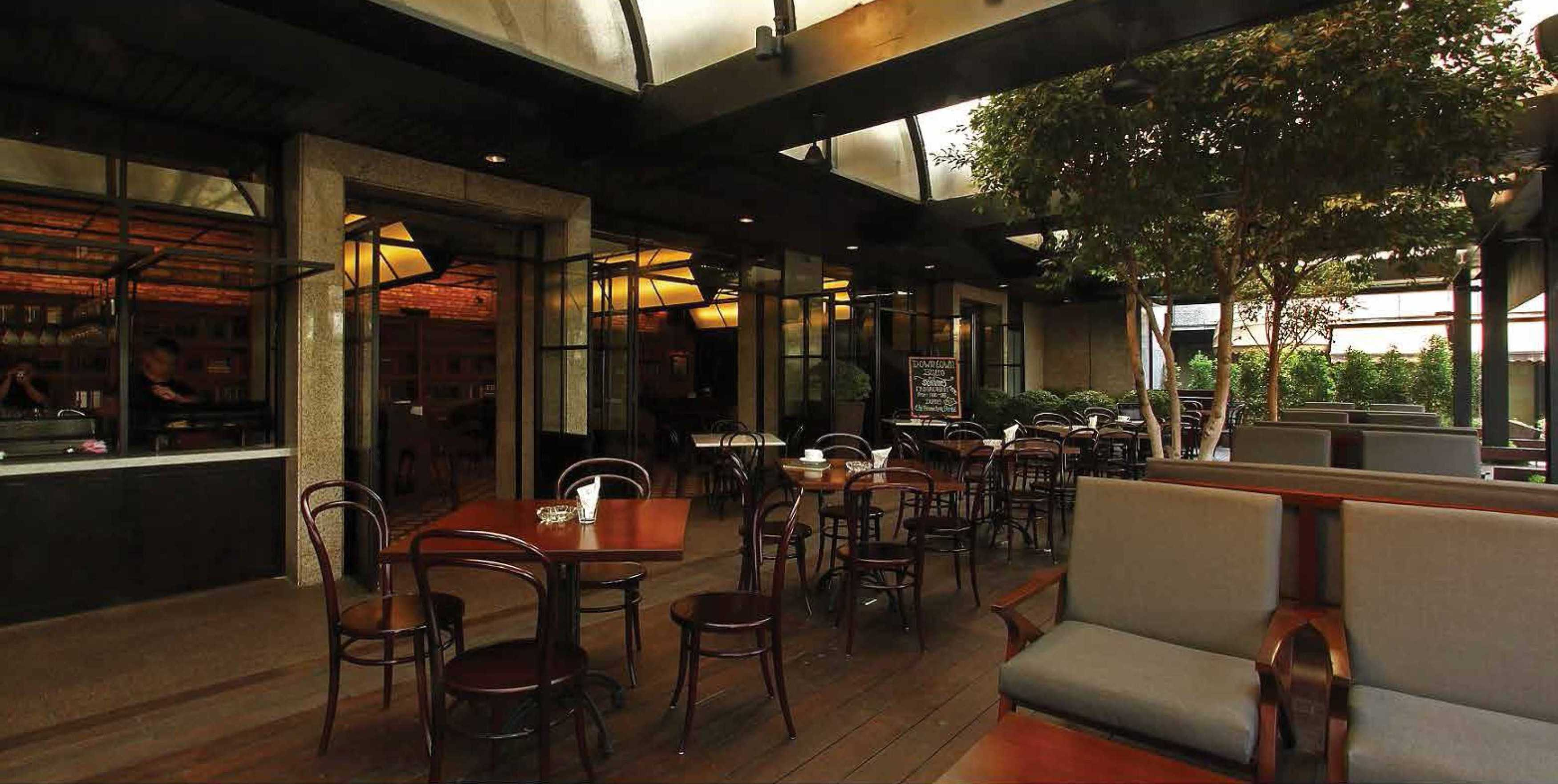 Platform Architects Downtown Bistro  Jakarta, Indonesia Jakarta, Indonesia Seating Area Classic  8397