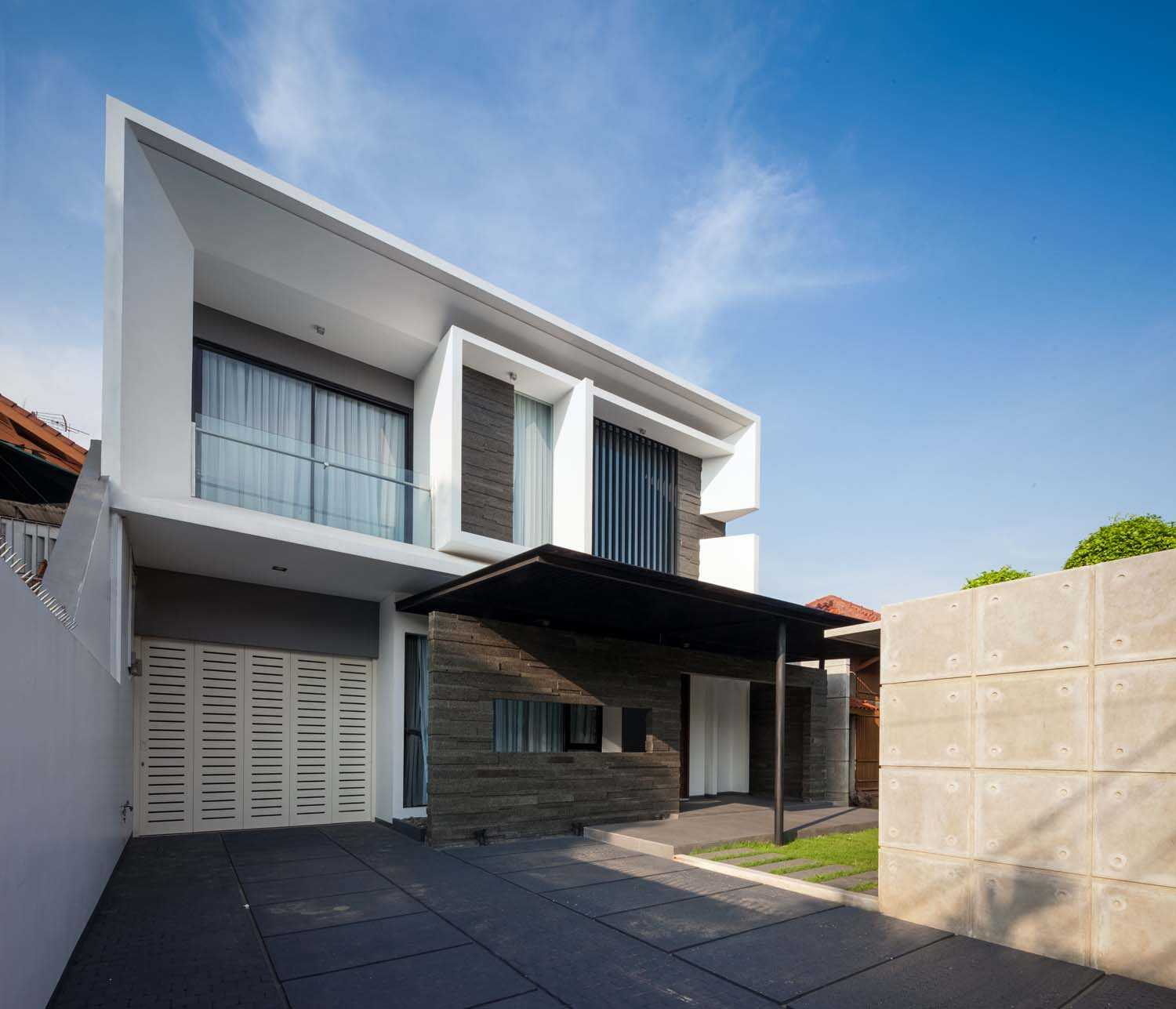 Dp+Hs Architects D+S House Jakarta, Indonesia Jakarta, Indonesia Front-View Modern  8523