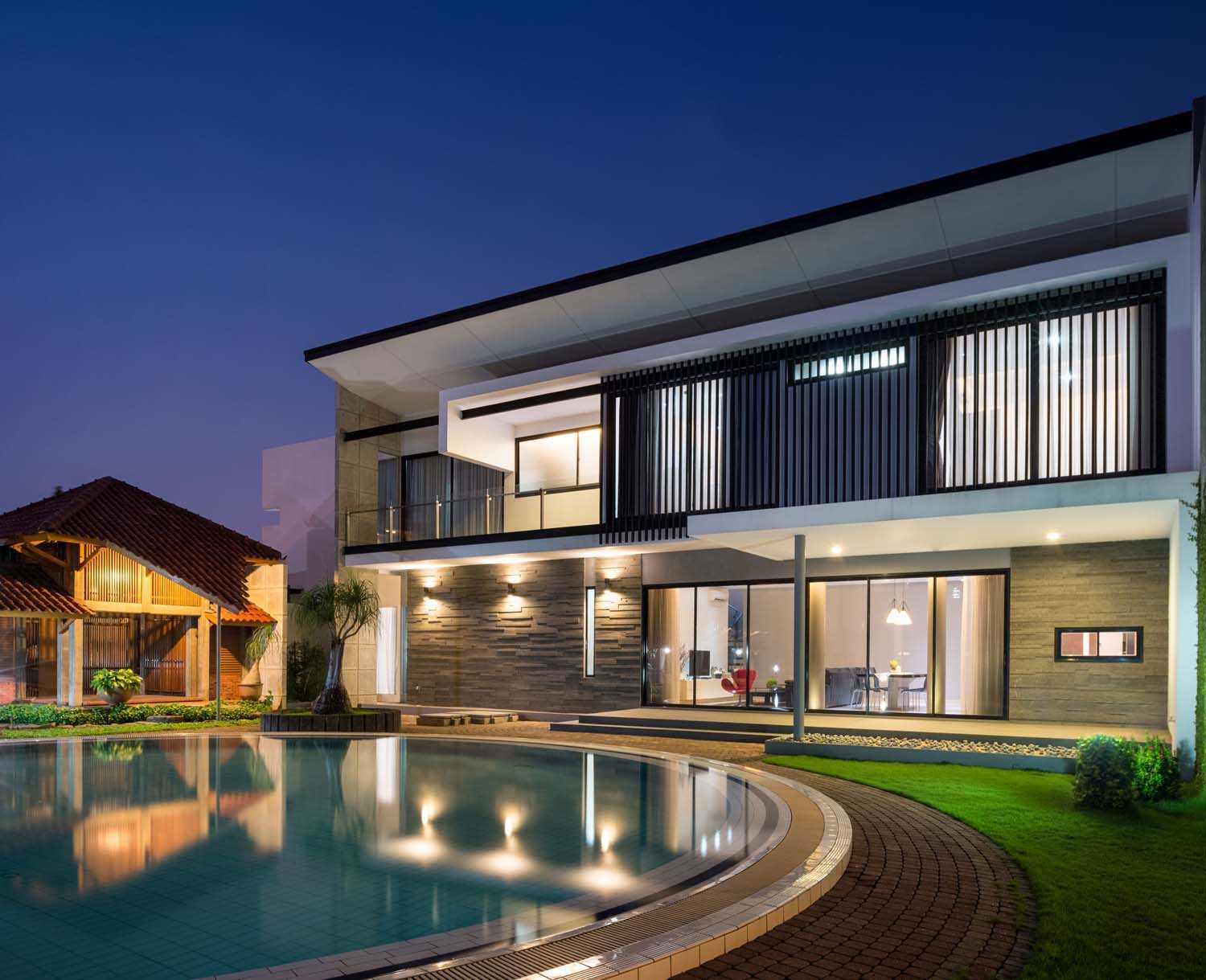 Dp+Hs Architects D+S House Jakarta, Indonesia Jakarta, Indonesia Swimming-Pool-Area Modern  8526