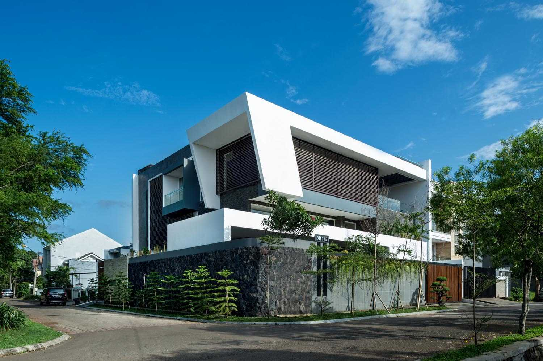 Dp+Hs Architects B+M House Jakarta Jakarta Side View Kontemporer  12008