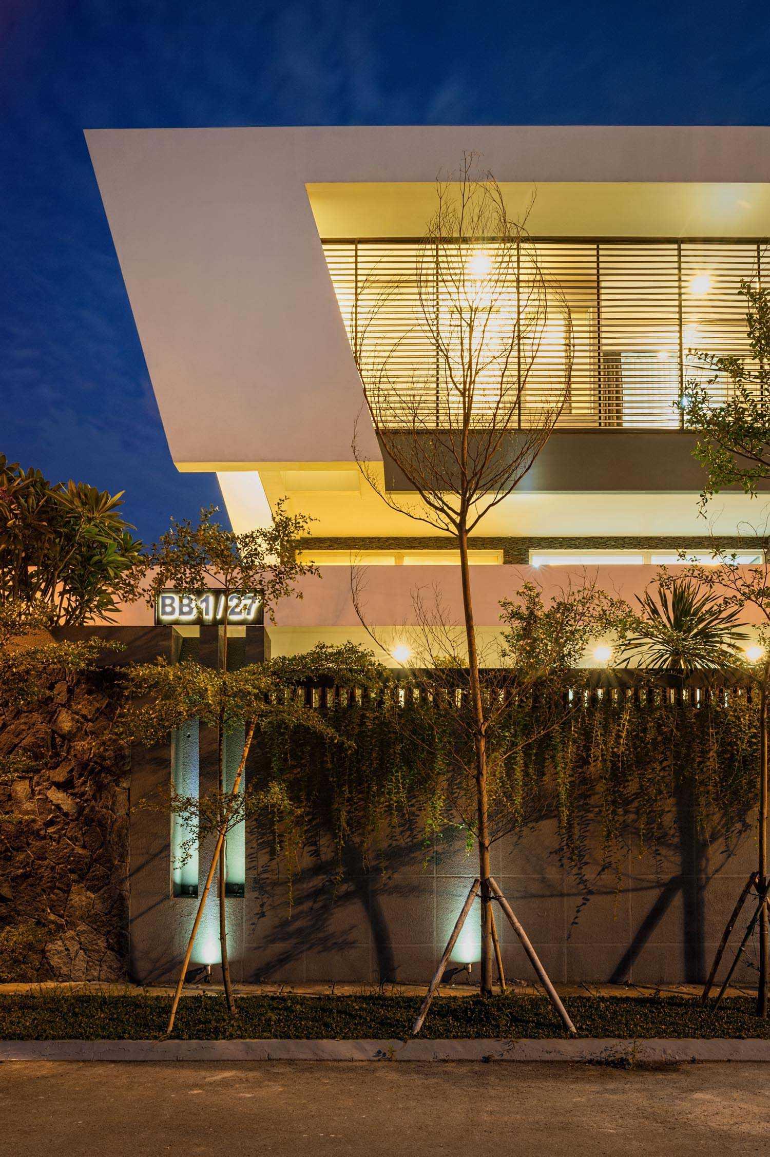 Dp+Hs Architects B+M House Jakarta Jakarta Bm-House-04-Dphs-Architects Kontemporer  12011