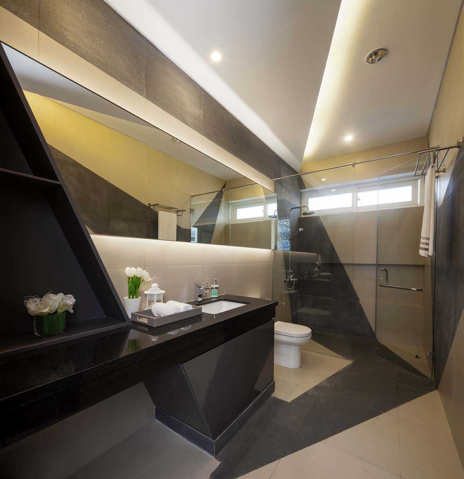 Dp+Hs Architects B+M House Jakarta Jakarta Bathroom Kontemporer  12014