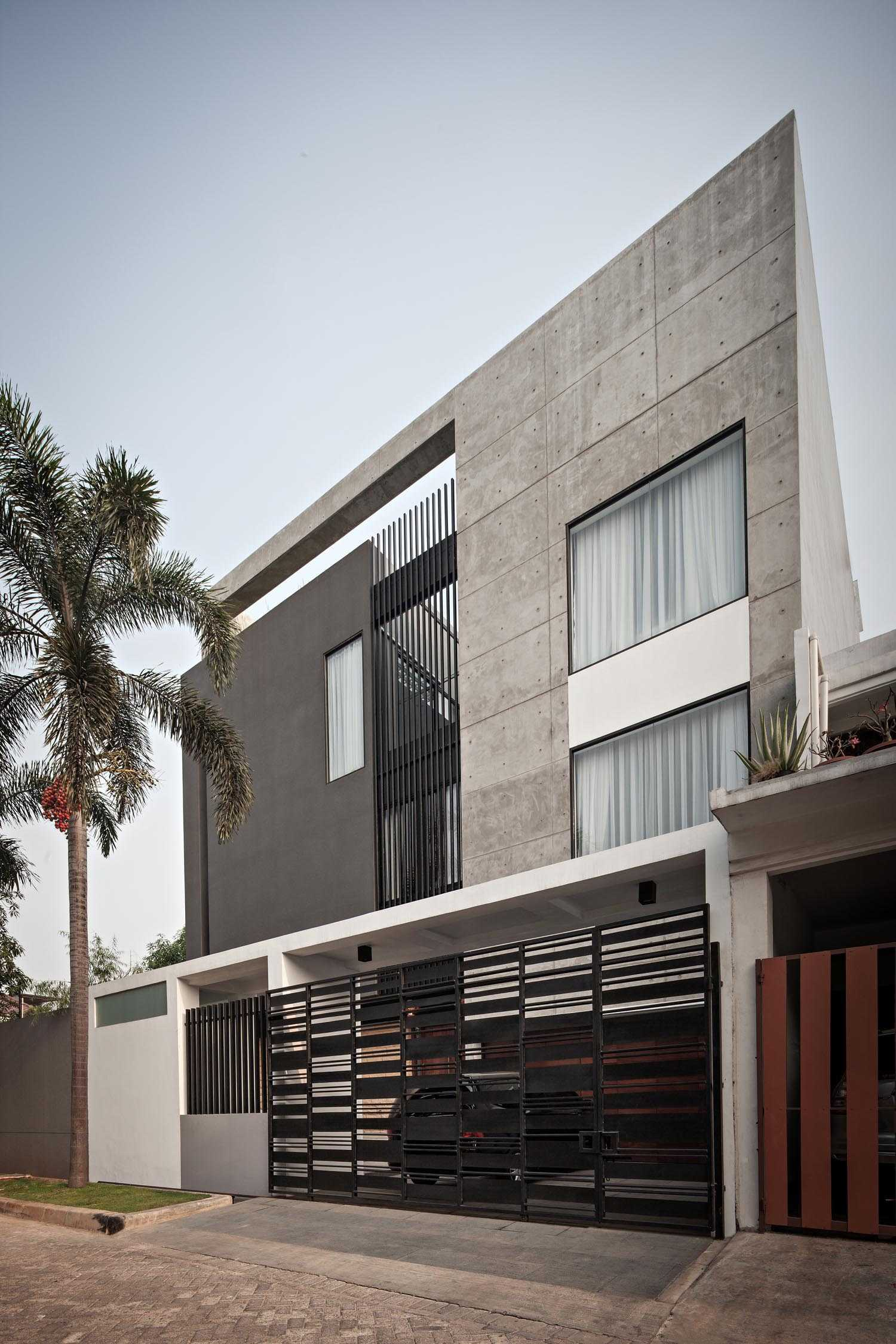 Dp+Hs Architects S+I House Jakarta, Indonesia Jakarta, Indonesia Facade Industrial,kontemporer,modern  12026