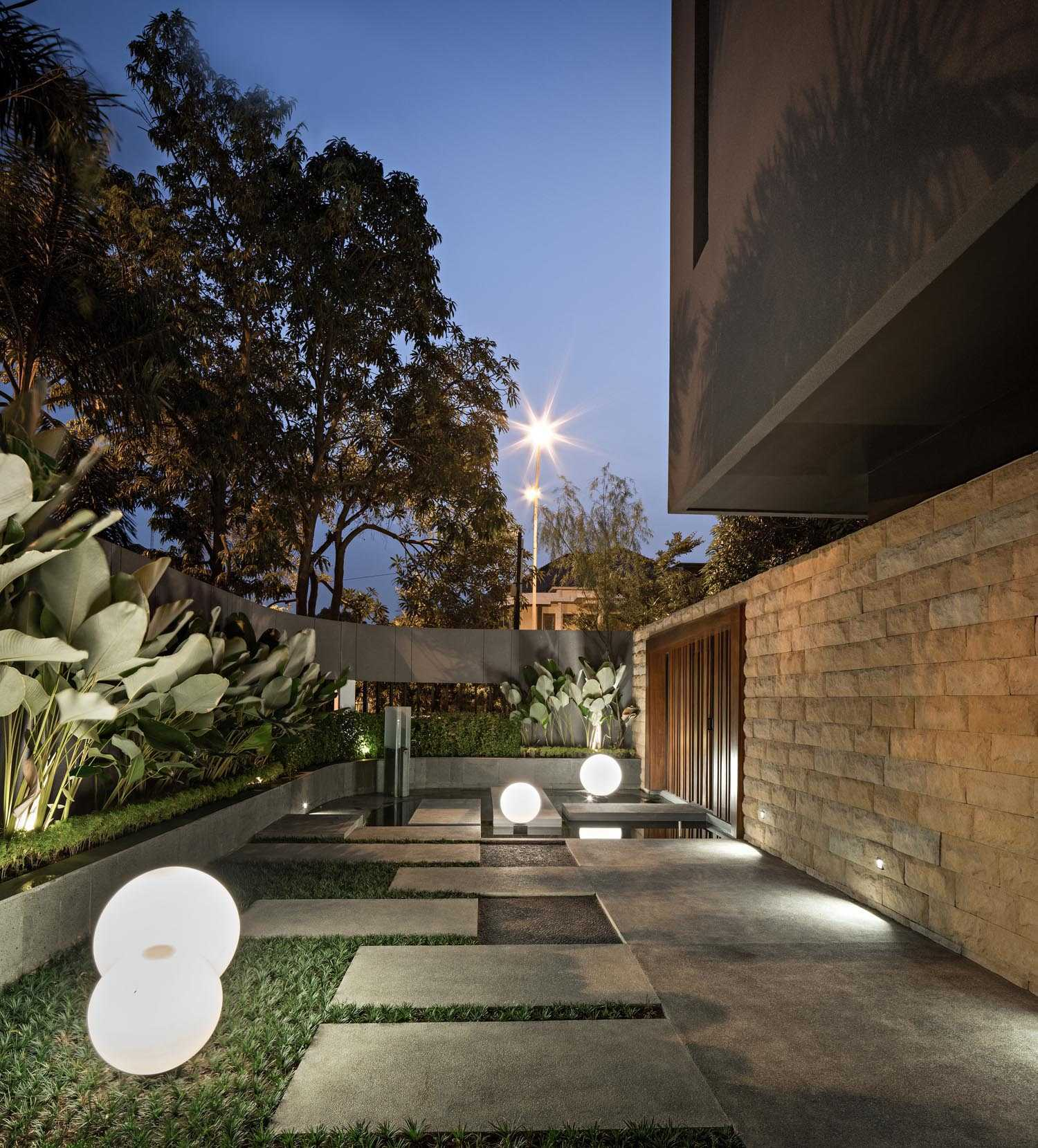 Dp+Hs Architects S+I House Jakarta, Indonesia Jakarta, Indonesia Terrace Industrial,kontemporer,modern  12029