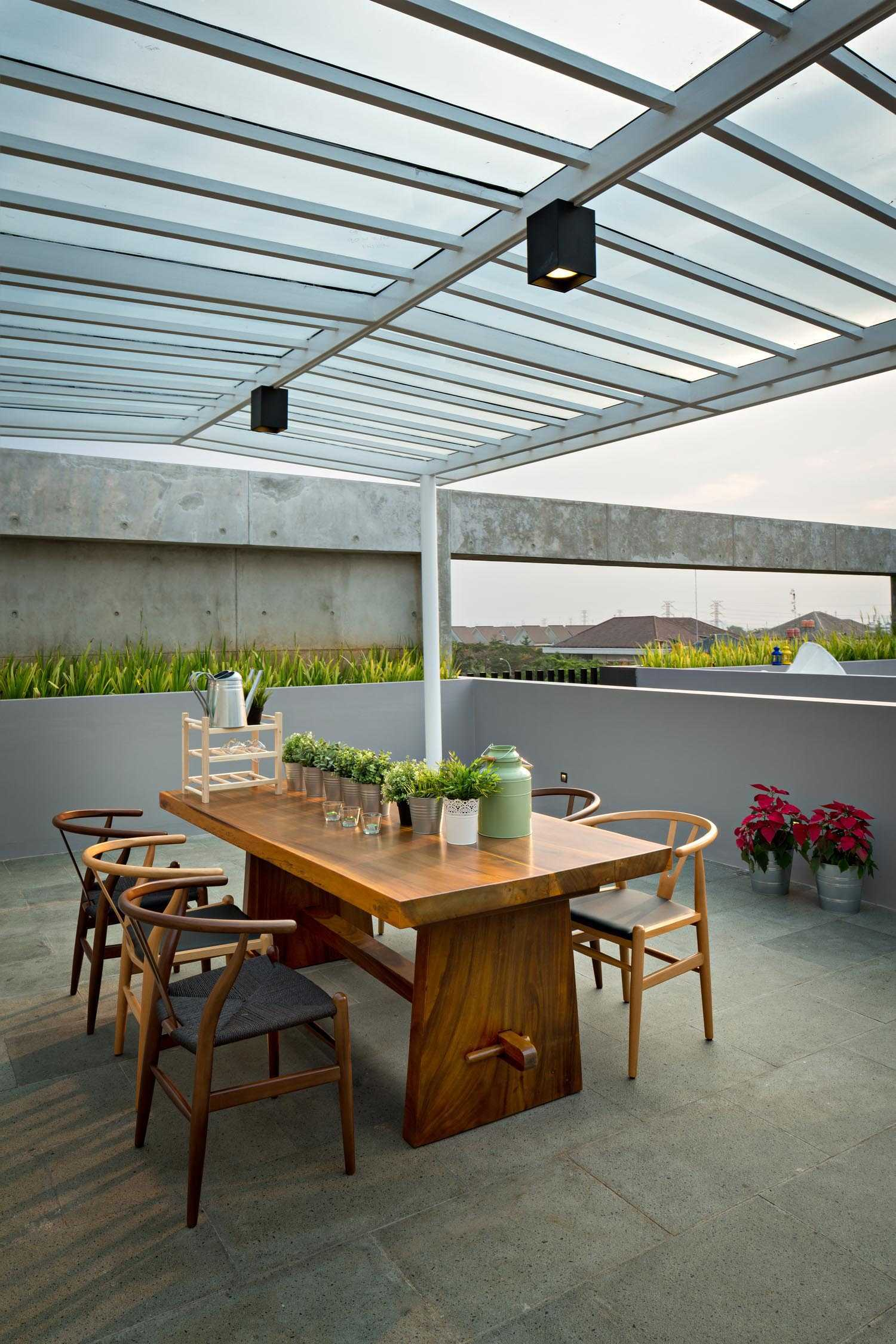 Dp+Hs Architects S+I House Jakarta, Indonesia Jakarta, Indonesia Dining Area Outdoor Kontemporer,industrial,modern  12038