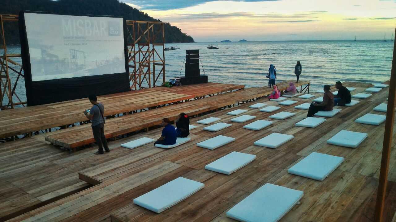 Eki Achmad Rujai Misbar Bekraf Datok Island Datok Island Cinema Area Tropis <P>Photo By Totot Indrarto</p> 16446