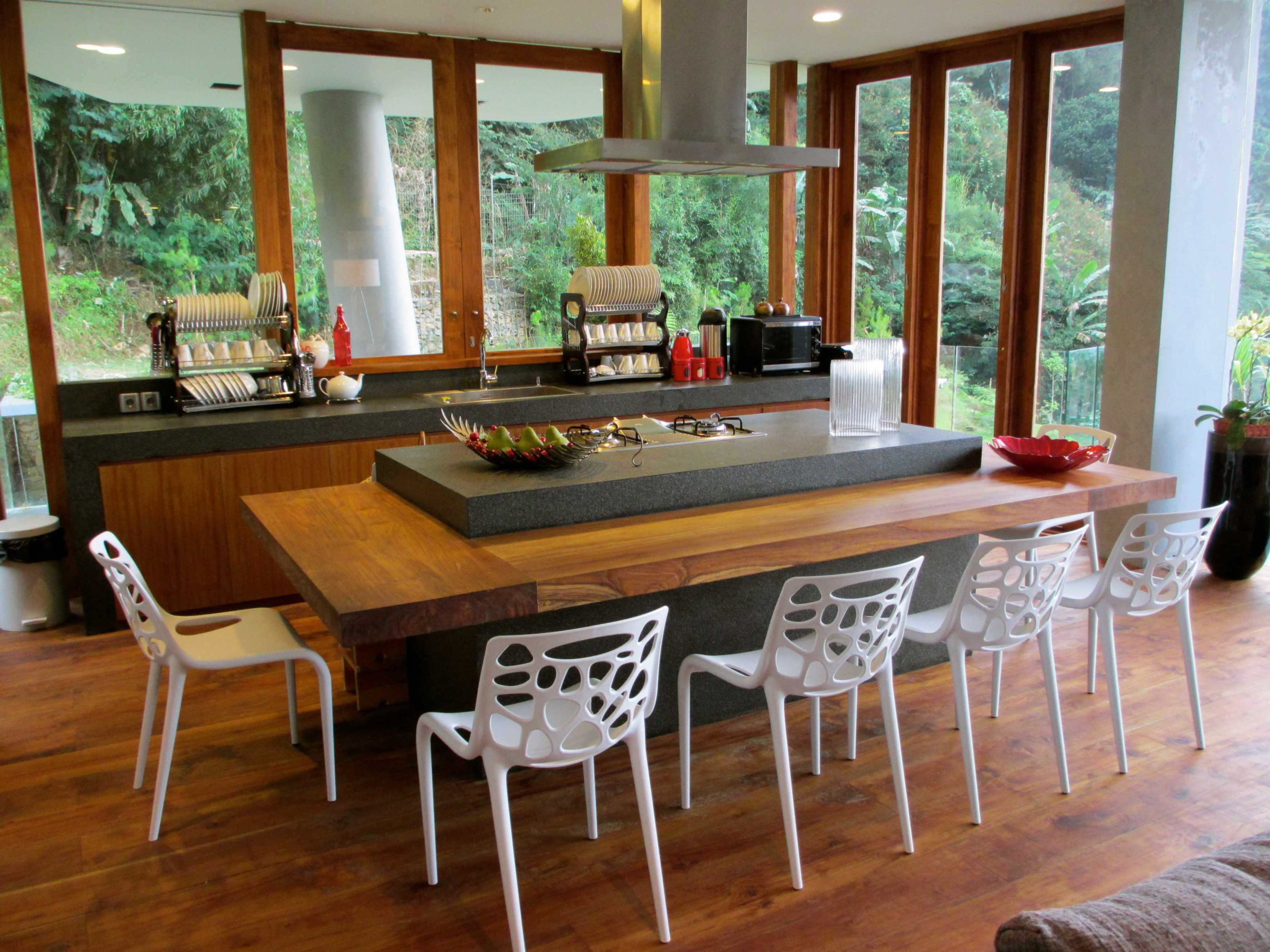 Rudy Dodo Private Villa Cilember, Puncak - Bogor Cilember, Puncak - Bogor Dining Room   9184