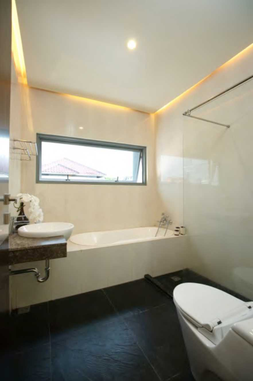Nimara Architects  Butet House Ciledug, Tangerang City, Banten, Indonesia Tangerang, Indonesia Bathroom Modern  10825