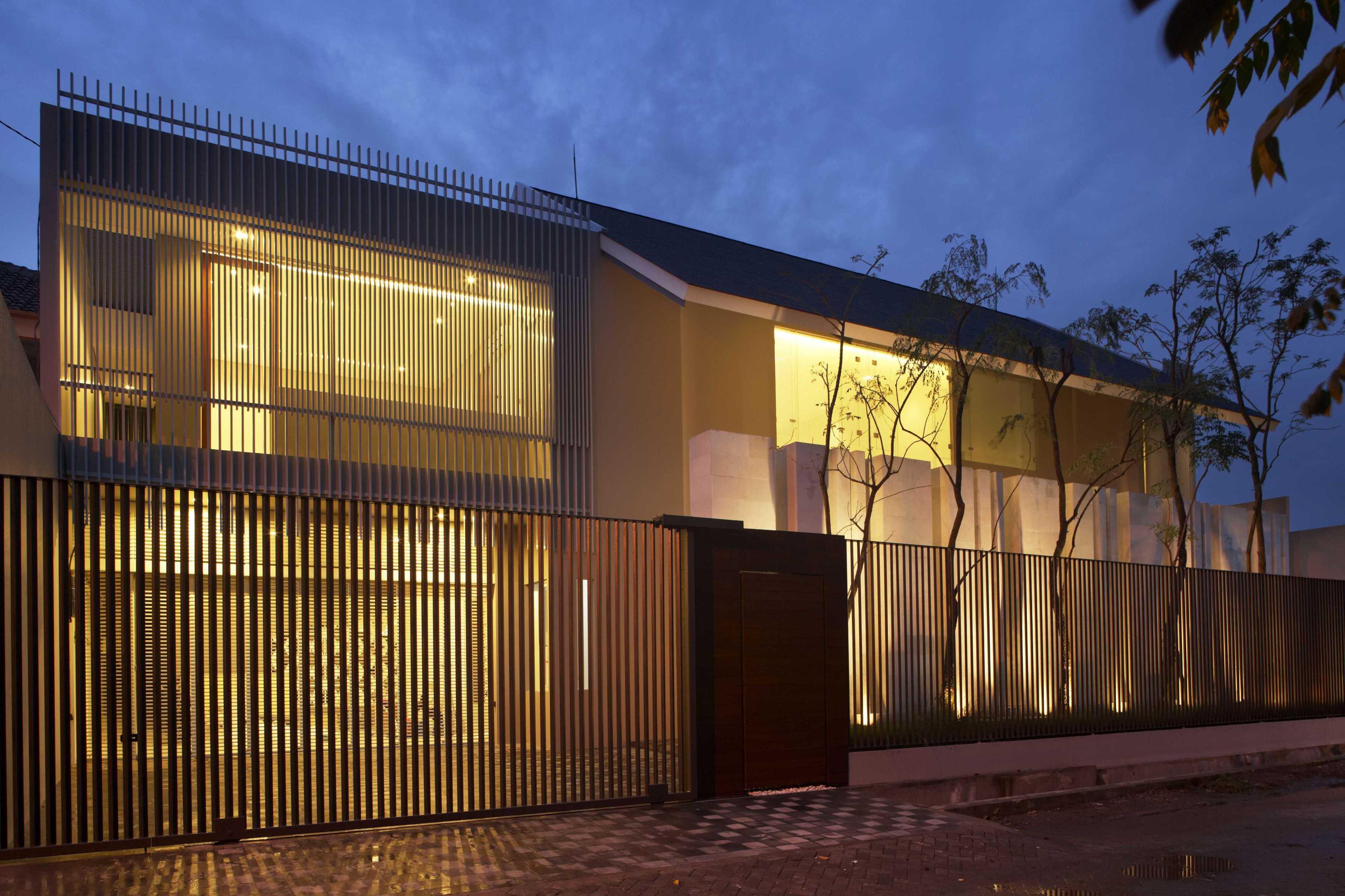 Das Quadrat Kawoeng House Surabaya, Indonesia Surabaya, Indonesia Facade View-Night Modern  9360