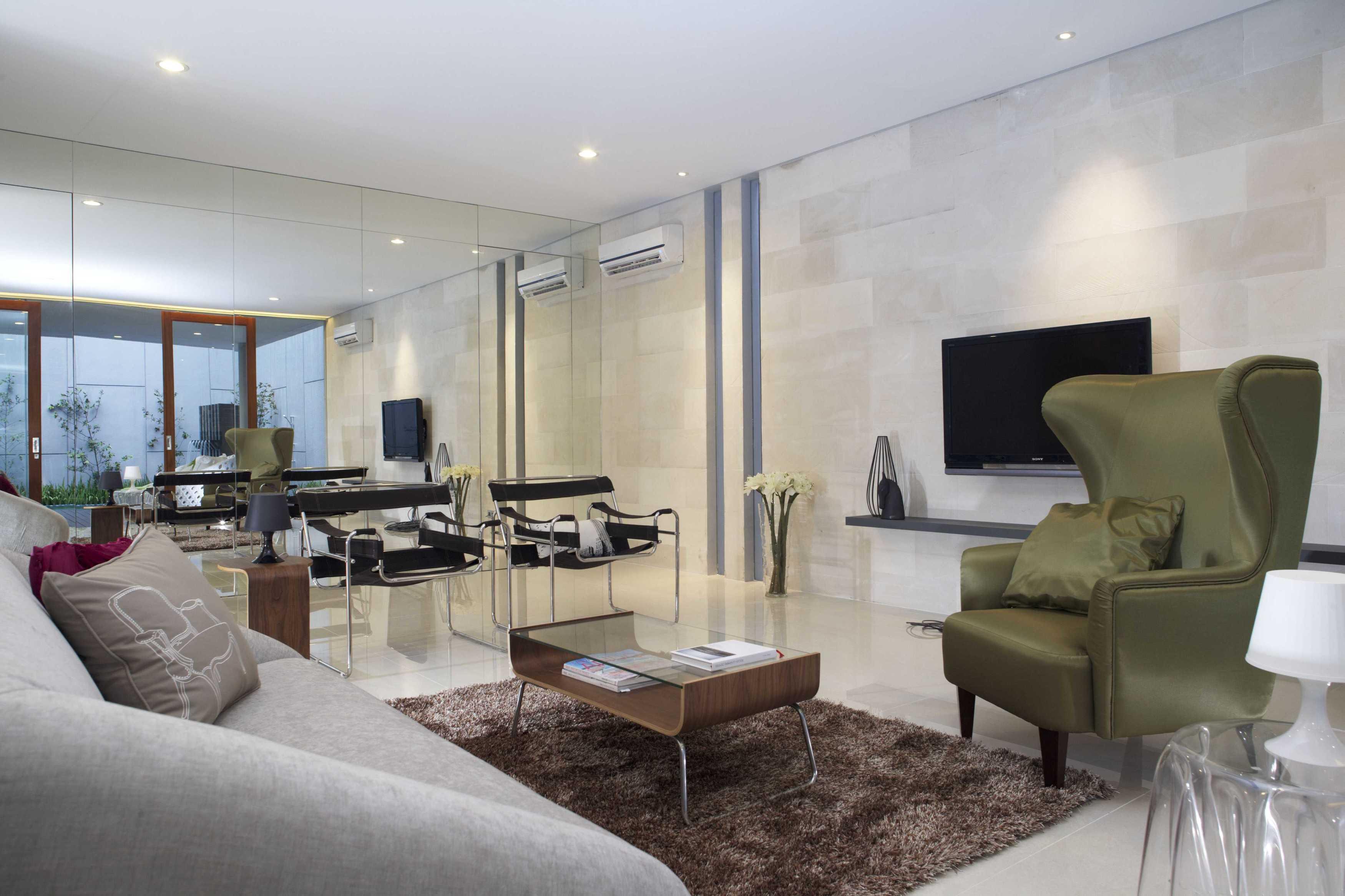Das Quadrat Kawoeng House Surabaya, Indonesia Surabaya, Indonesia Living Room Modern  9362