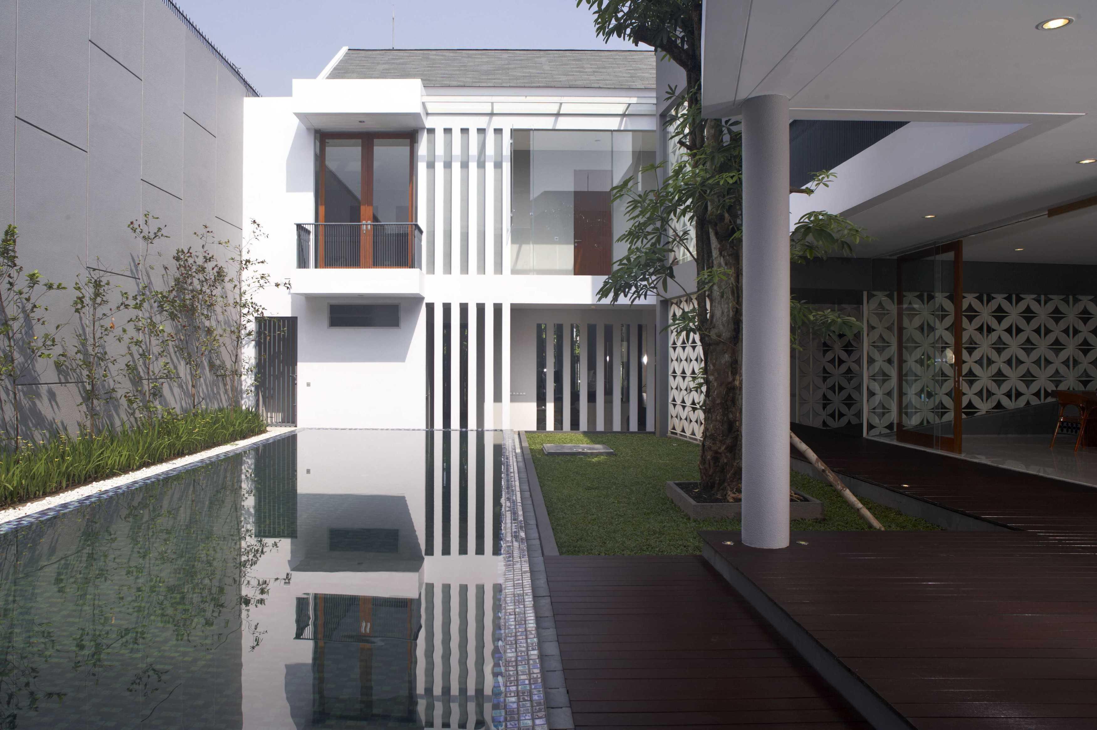 Das Quadrat Kawoeng House Surabaya, Indonesia Surabaya, Indonesia Swimming Pool Modern  9365