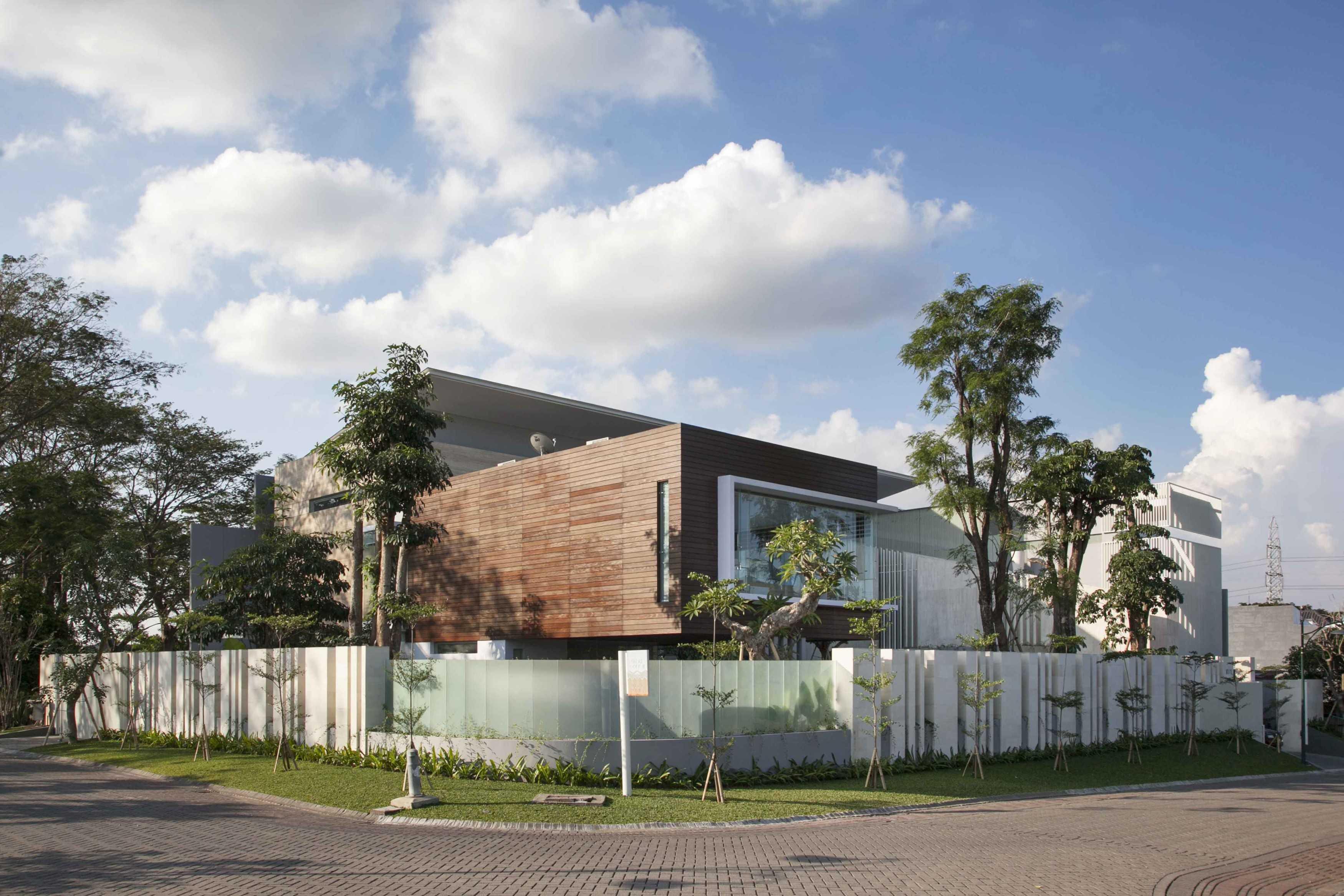 Das Quadrat Selat House Surabaya, Indonesia Surabaya, Indonesia Street View At Day   9368