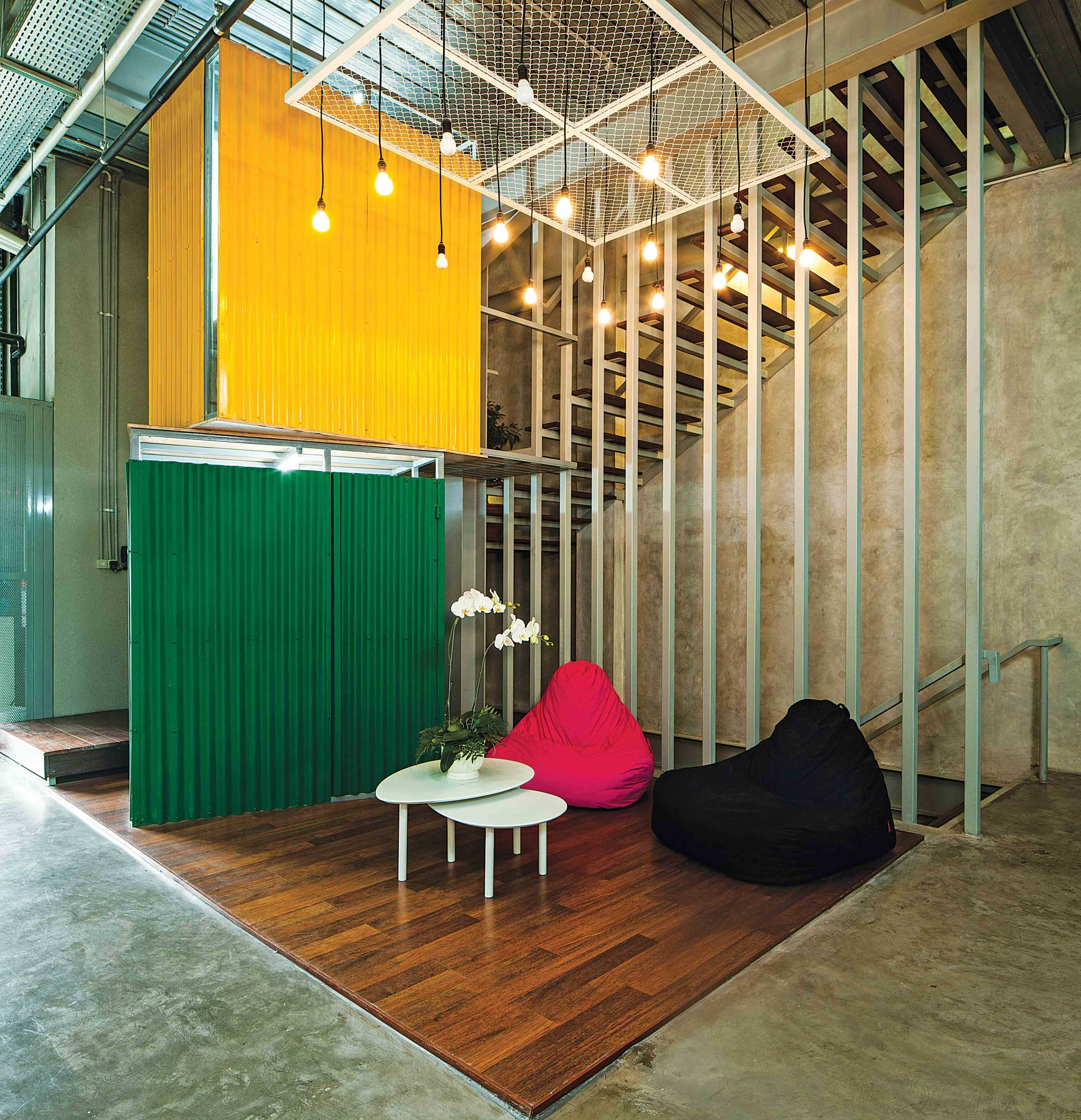 Jerry M. Febrino Maverick Office Kby. Baru, Kota Jakarta Selatan, Daerah Khusus Ibukota Jakarta, Indonesia Jakarta, Indonesia Sitting Area Industrial <P>Informal Lounge For Employees To Collaborate</p> 9531