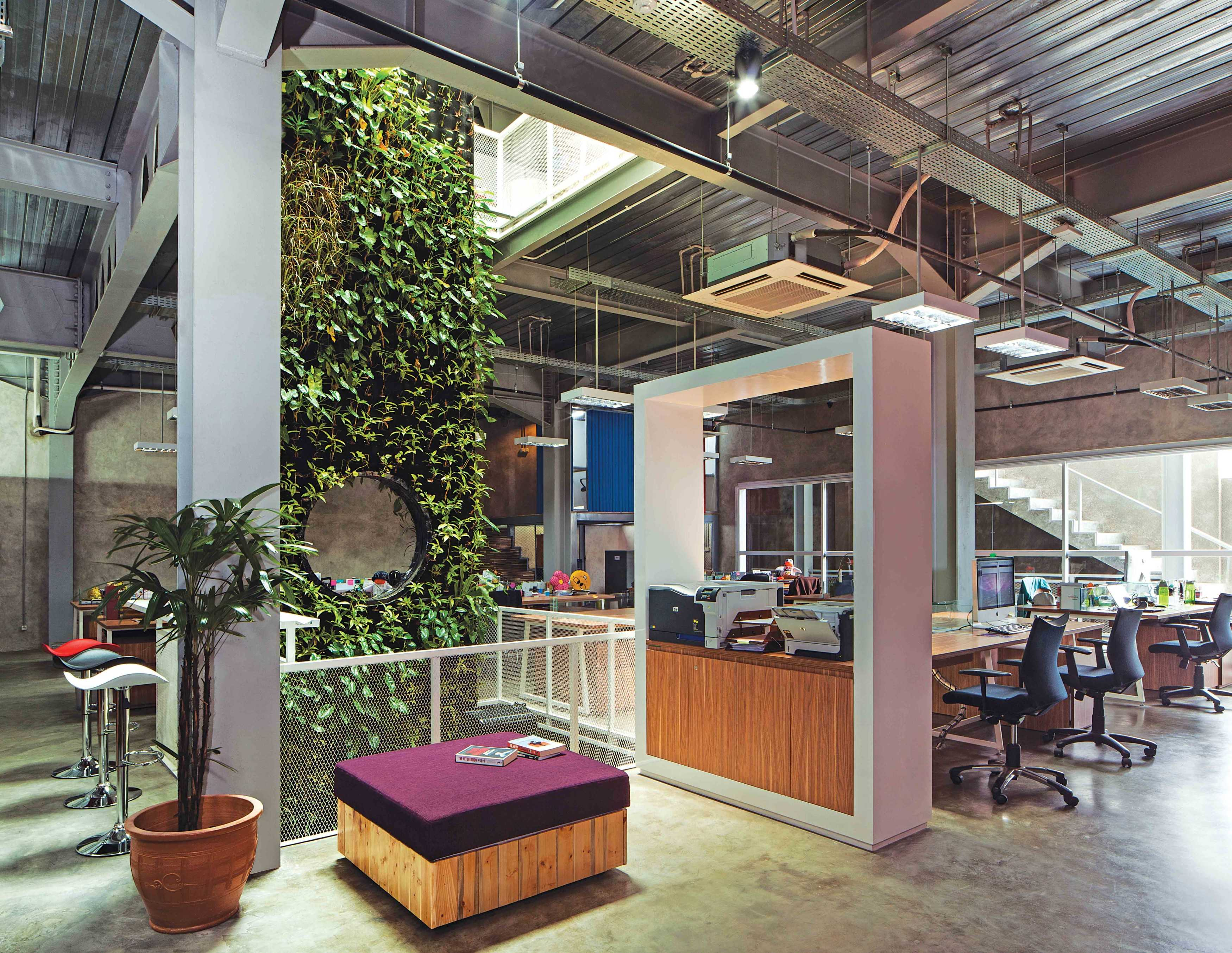 Jerry M. Febrino Maverick Office Kby. Baru, Kota Jakarta Selatan, Daerah Khusus Ibukota Jakarta, Indonesia Jakarta, Indonesia Reading Area Industrial <P>Wide Open Staff Area Without Partition, Create Fresh Looking Space With Green Wall Inside</p> 9533