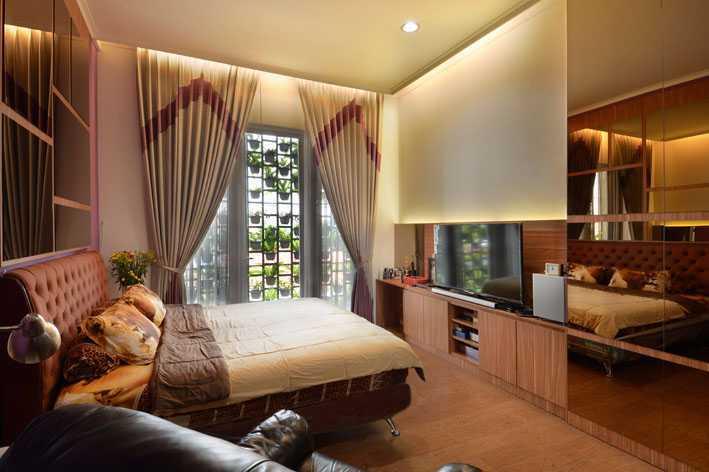 Jerry M. Febrino Dre House Ciledug, Kota Tangerang, Banten, Indonesia Jakarta, Indonesia Bedroom Tropis  9540