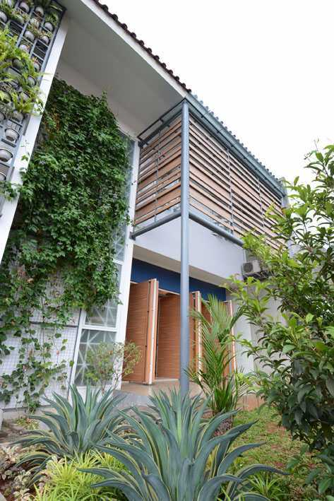 Jerry M. Febrino Dre House Ciledug, Kota Tangerang, Banten, Indonesia Jakarta, Indonesia Exterior Tropis  9542