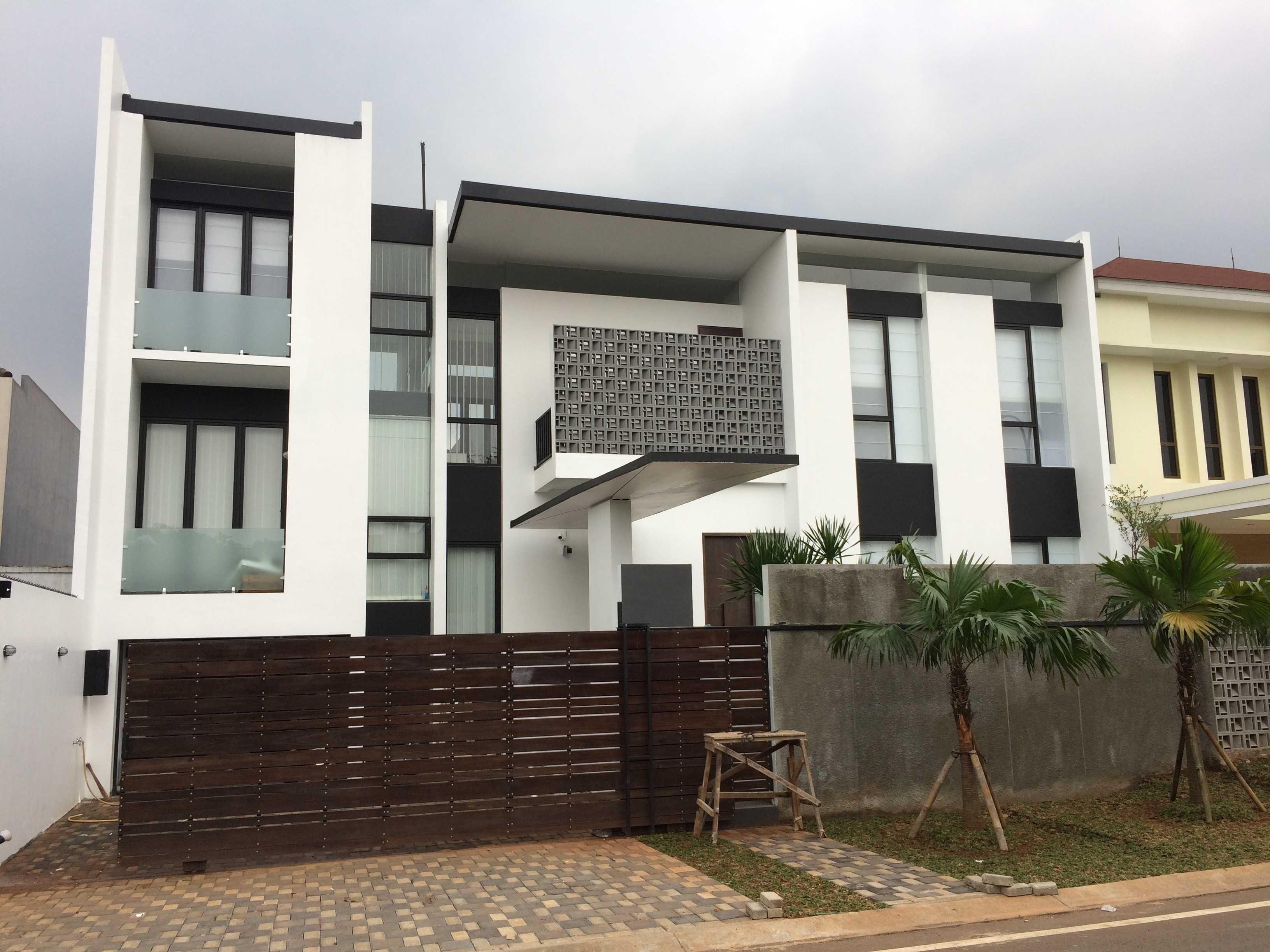 Jerry M. Febrino Rs House Jl. Pesona Paris, Ciangsana, Gn. Putri, Bogor, Jawa Barat 16968, Indonesia Kota Wisata Facade Modern  14913