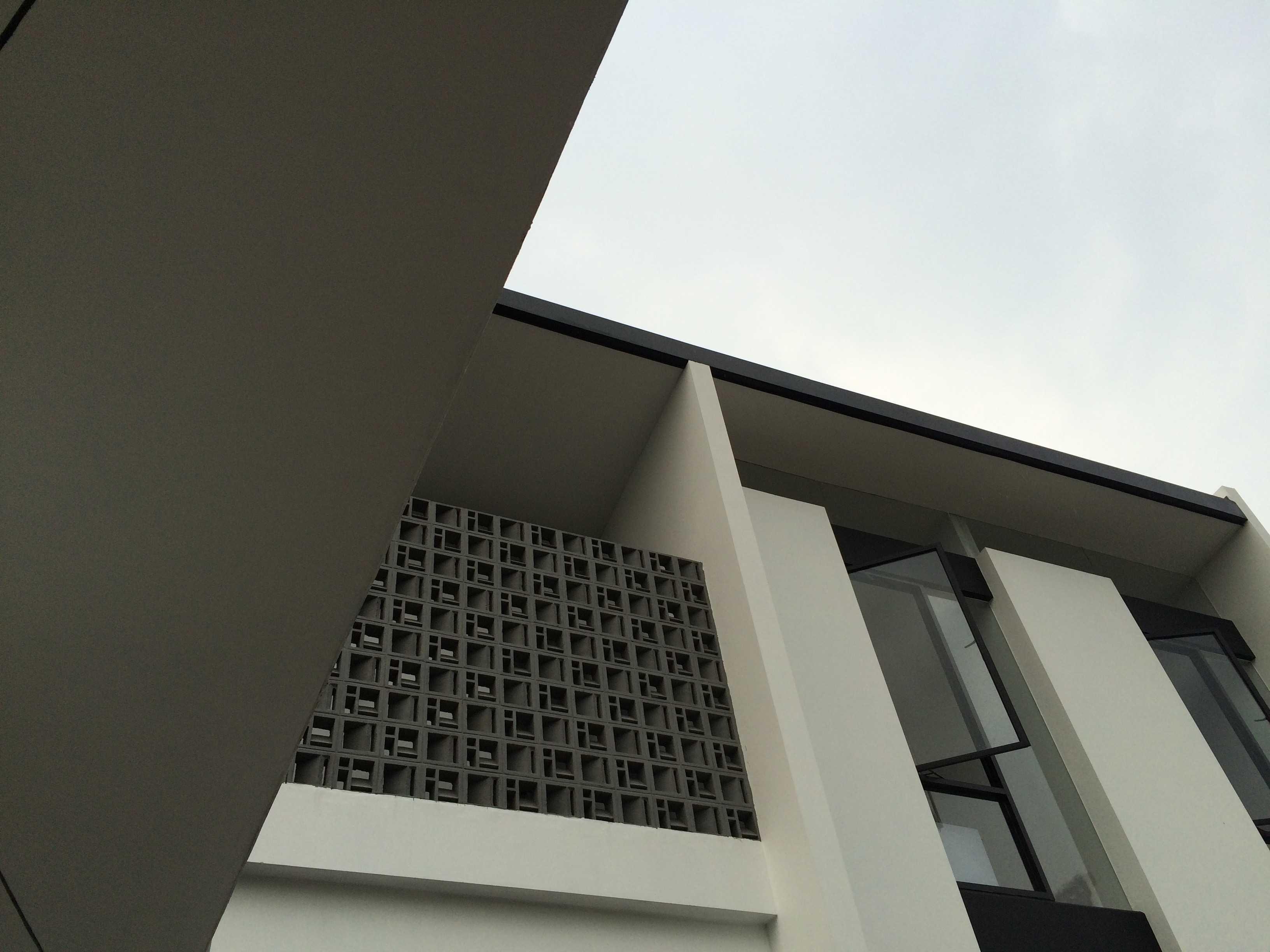 Jerry M. Febrino Rs House Jl. Pesona Paris, Ciangsana, Gn. Putri, Bogor, Jawa Barat 16968, Indonesia Kota Wisata Exterior Modern  14914