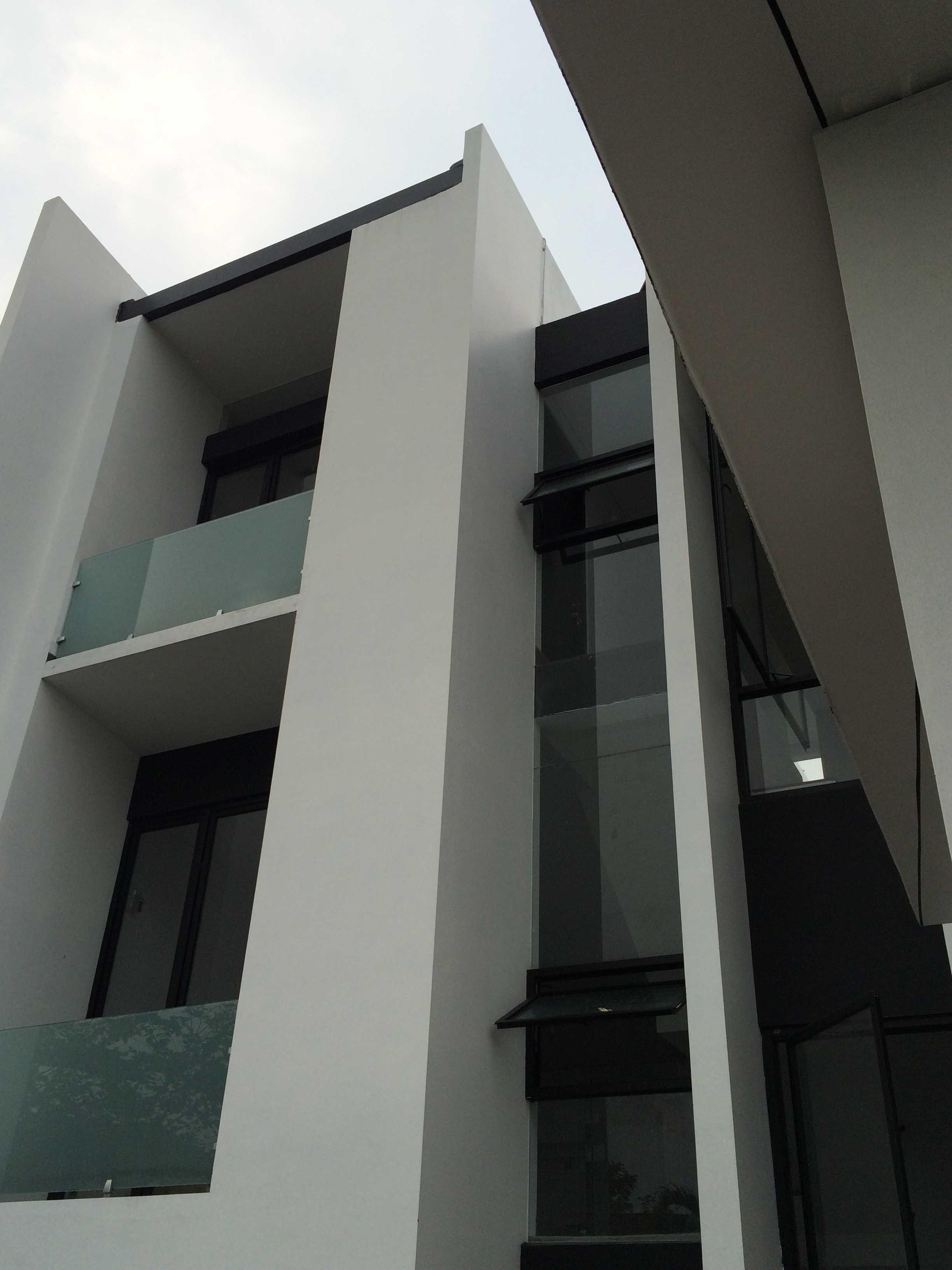 Jerry M. Febrino Rs House Jl. Pesona Paris, Ciangsana, Gn. Putri, Bogor, Jawa Barat 16968, Indonesia Kota Wisata Img9508 Modern  14919