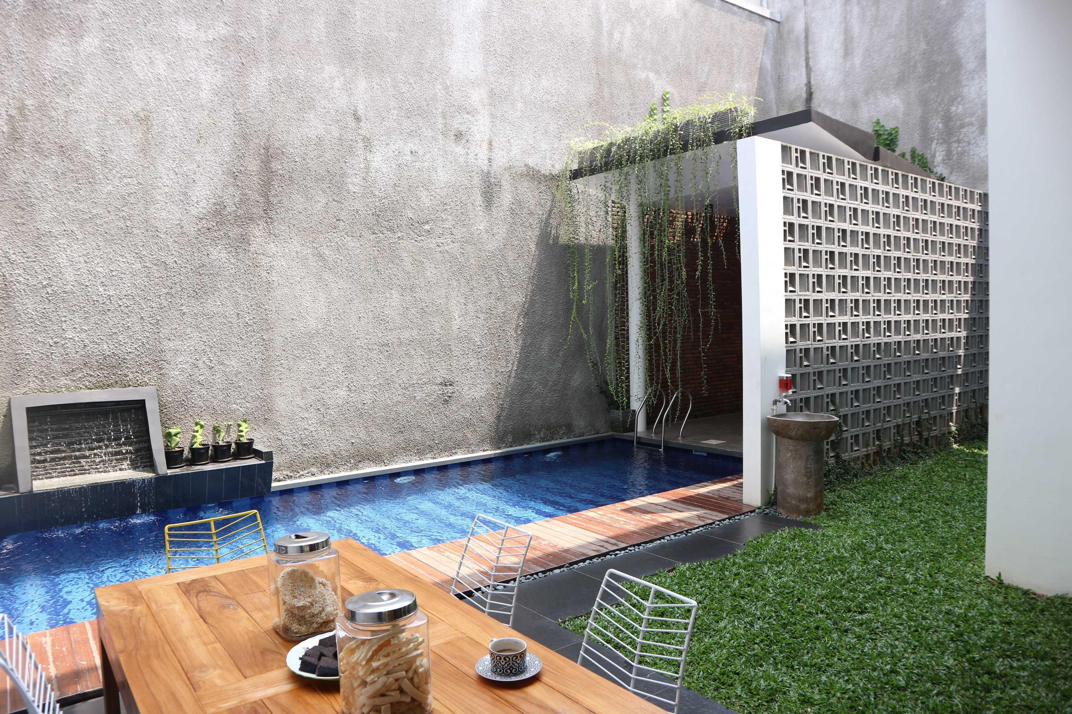 Jerry M. Febrino Rs House Jl. Pesona Paris, Ciangsana, Gn. Putri, Bogor, Jawa Barat 16968, Indonesia Kota Wisata Img3467 Modern  38110