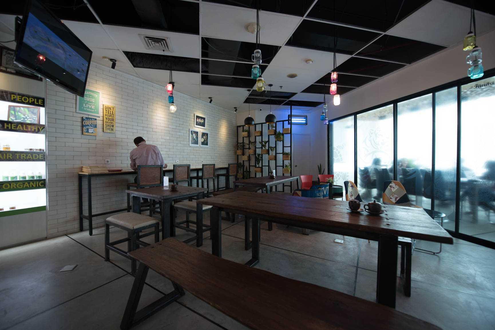 Jerry M. Febrino Cafe Panda House Graha Simatupang, Jl. T. B. Simatupang No.kav38, Jati Padang, Pasar Minggu, South Jakarta City, Jakarta 12540, Indonesia  Seating Area Interior View Industrial  38102