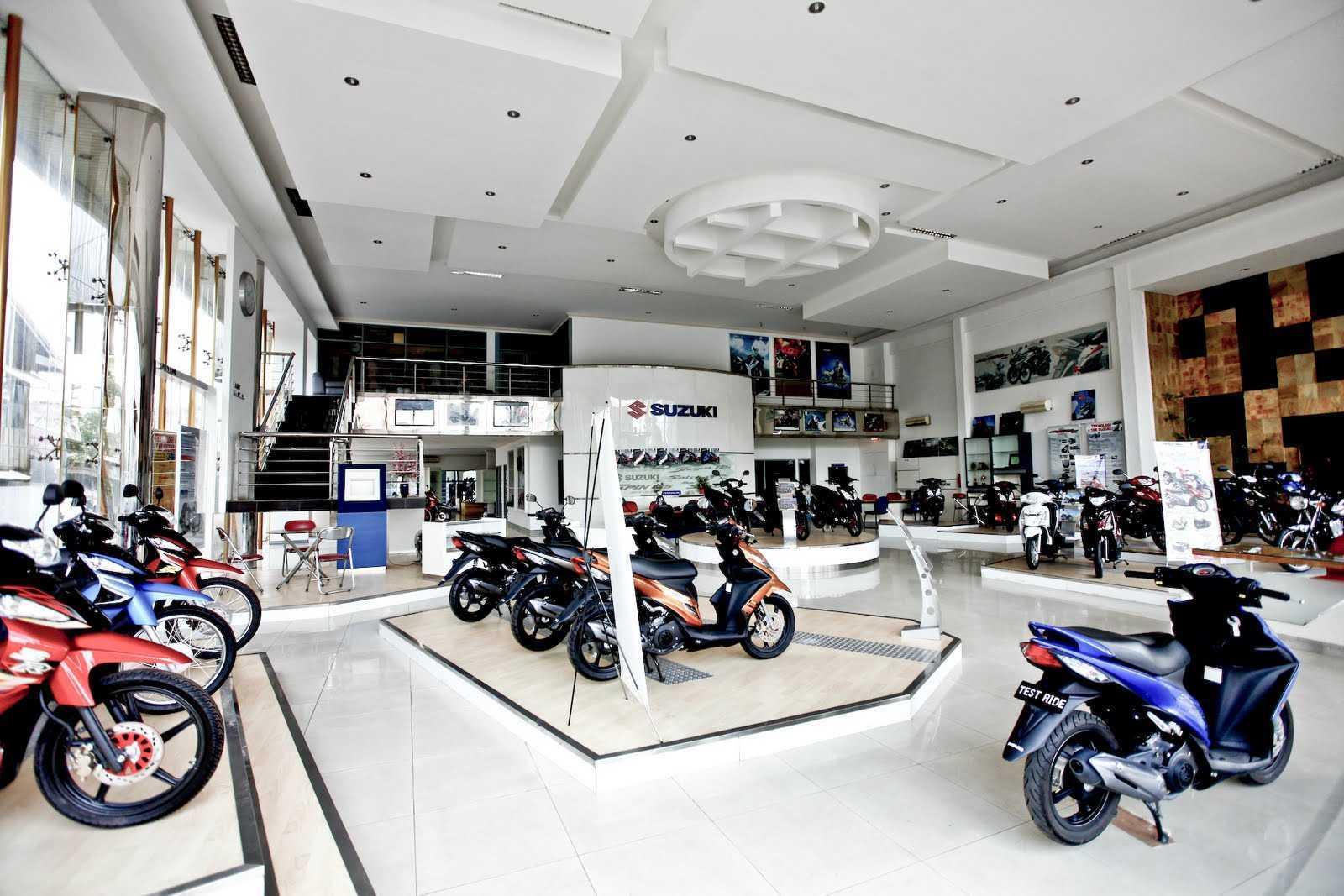 Jerry M. Febrino Showroom Suzuki Motor  Jambi Jambi, Kota Jambi, Jambi, Indonesia Jambi, Kota Jambi, Jambi, Indonesia Interior Showroom Modern  38117