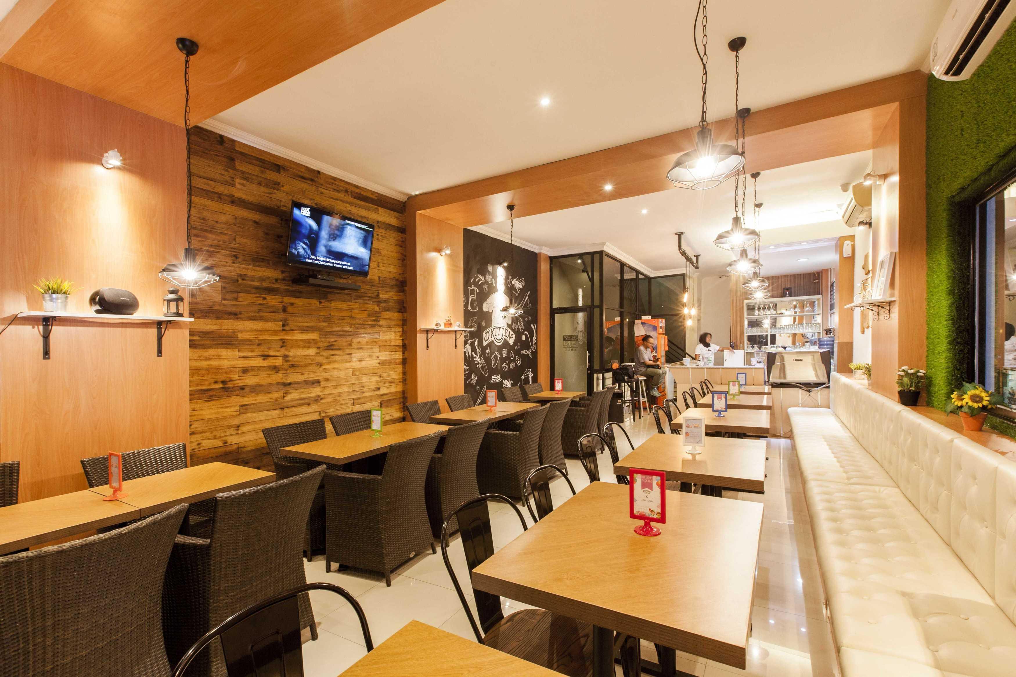 Yardd D'kitjen Cafe Tangerang, Indonesia Tangerang, Indonesia Dining Area Modern  9726