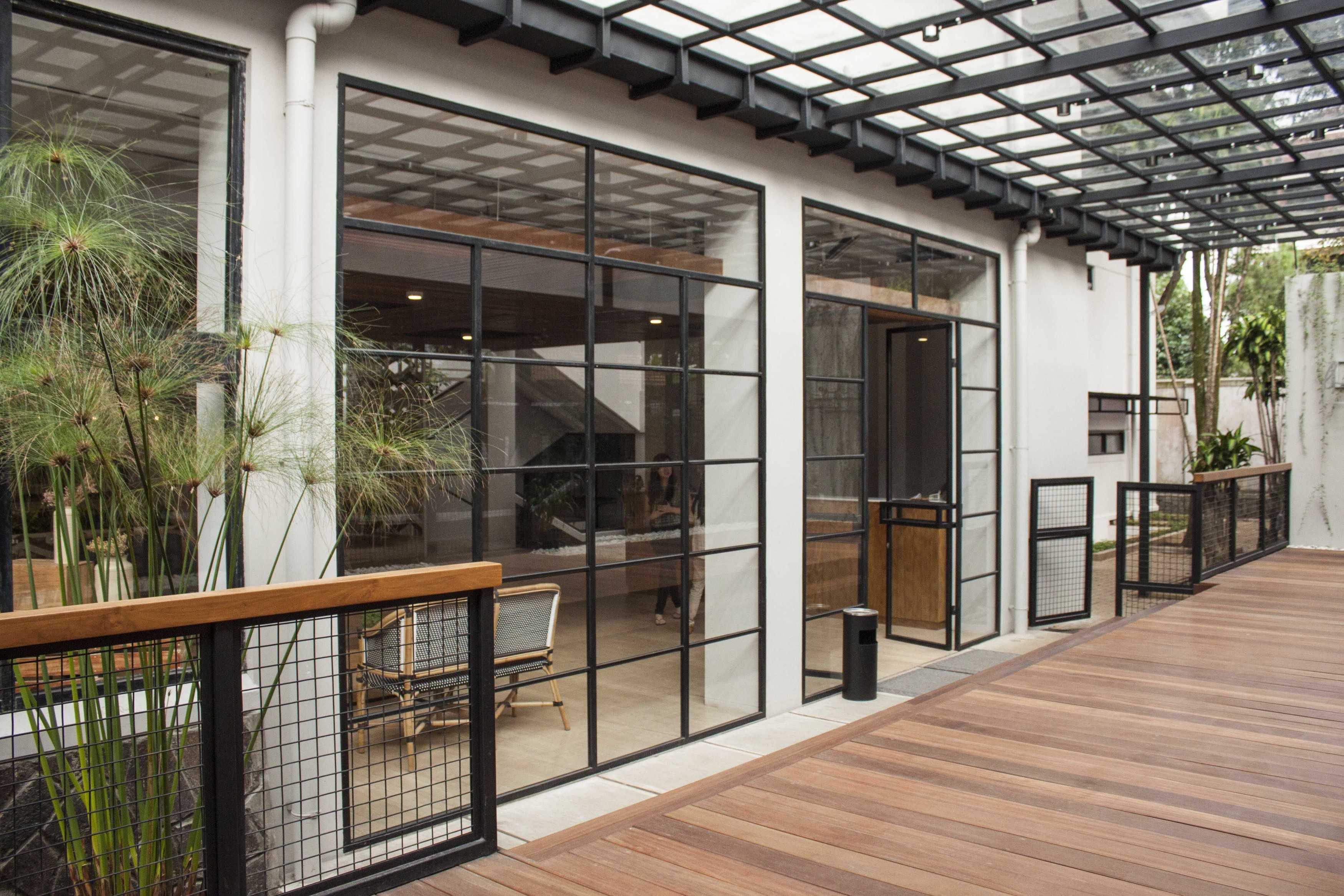 Januar Senjaya & Filani Limansyah / Addo Architecture Beehive Boutique Hotel Bandung, West Java, Indonesia Bandung, West Java, Indonesia Terrace   9706