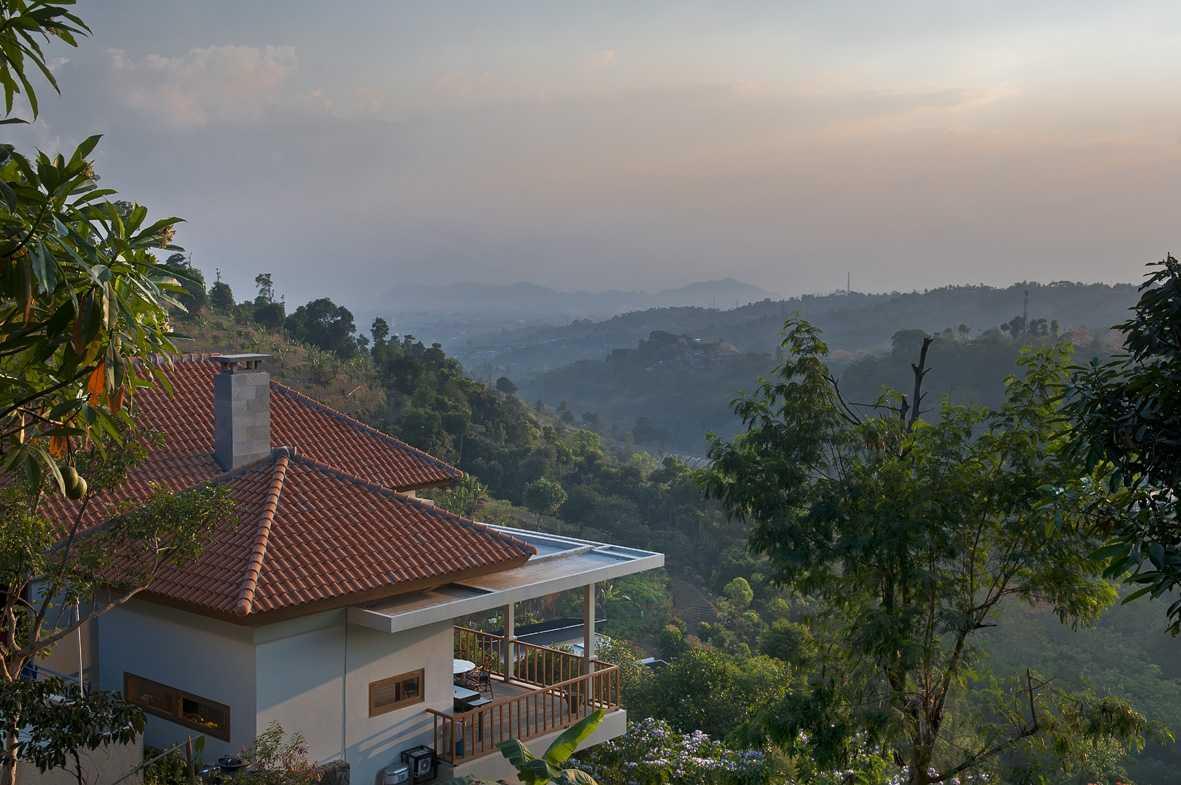 Erwin Kusuma Sunset Villa Bandung Bandung Ydh7019 Tropis  9681
