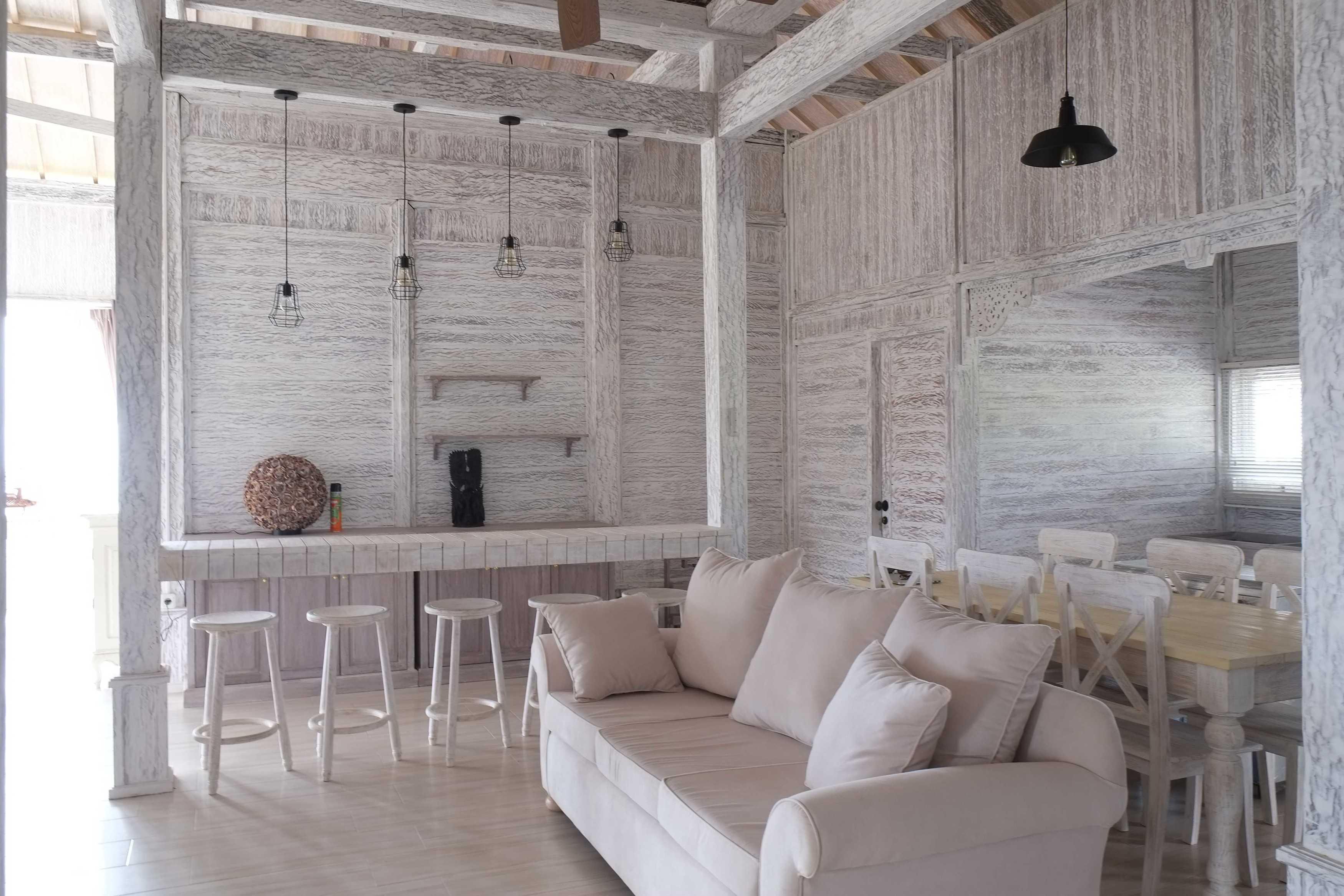 Iugo Design Villa At Lembang Bandung Bandung Livingroom Klasik  10374