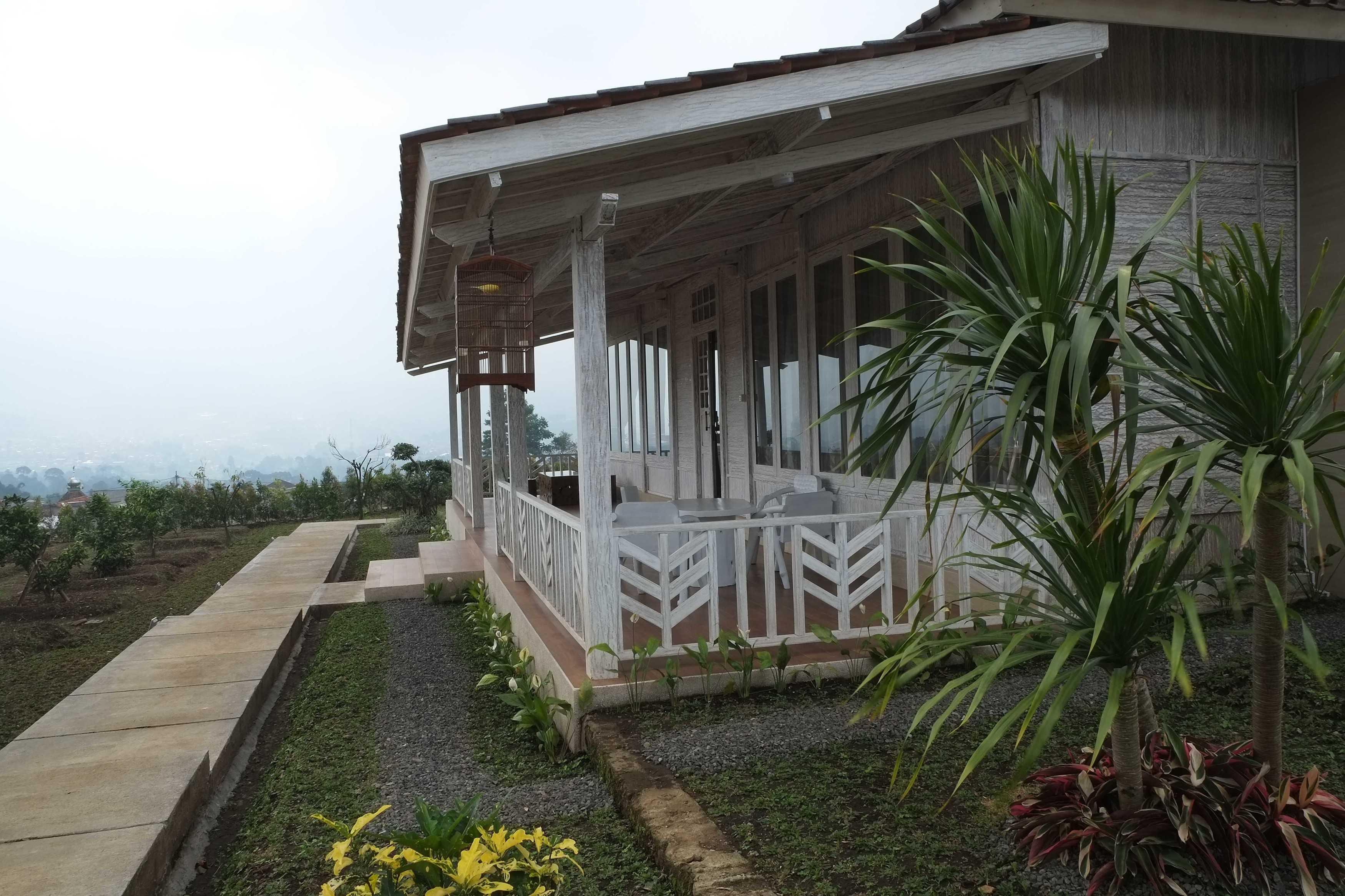 Iugo Design Villa At Lembang Bandung Bandung Terrace Klasik  10380