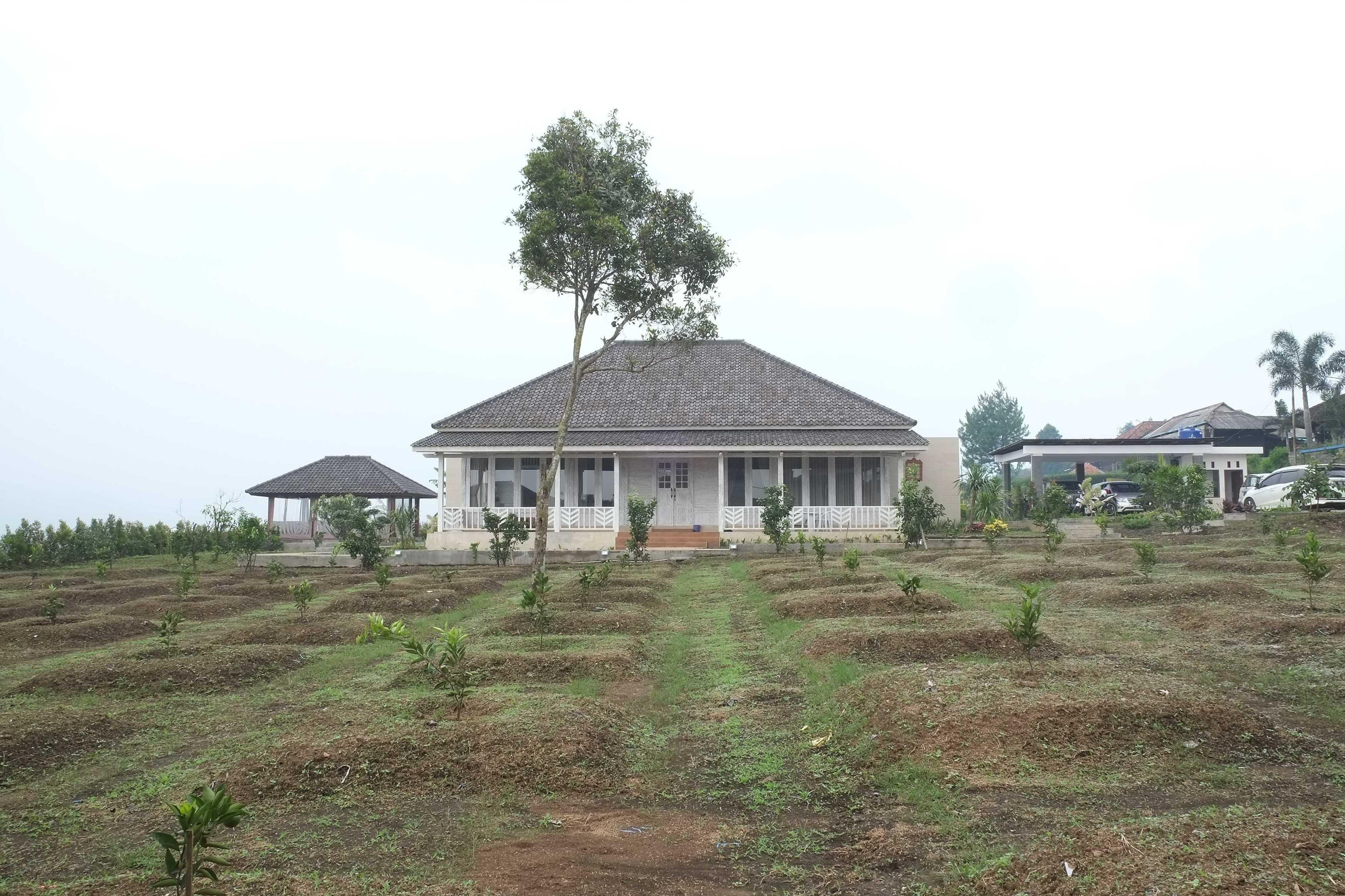 Iugo Design Villa At Lembang Bandung Bandung Front View Klasik  10381